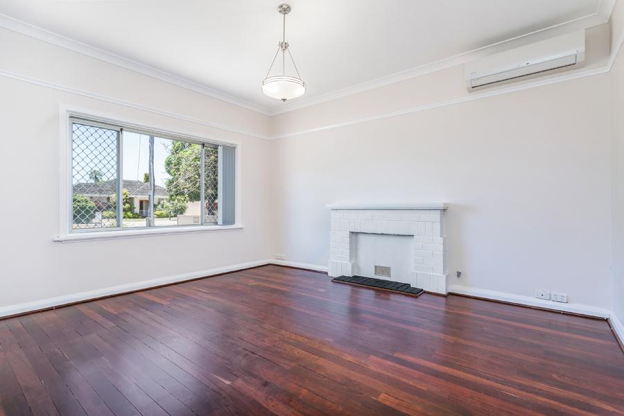 https://propertyphotos.vaultre.com.au/835/17811023__1611123785-22598-IMG0135.jpg