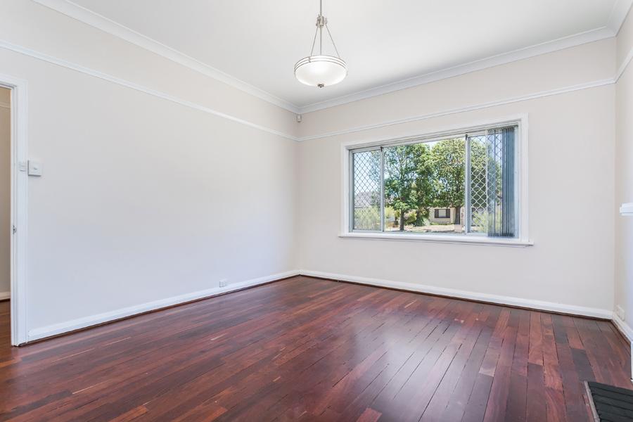 https://propertyphotos.vaultre.com.au/835/17811024__1611123786-17256-IMG0137.jpg