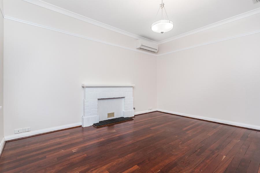 https://propertyphotos.vaultre.com.au/835/17811025__1611123787-5910-IMG0139.jpg