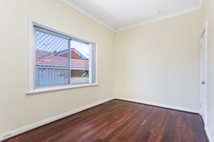 https://propertyphotos.vaultre.com.au/835/17811029__1611123792-8200-IMG0148.jpg