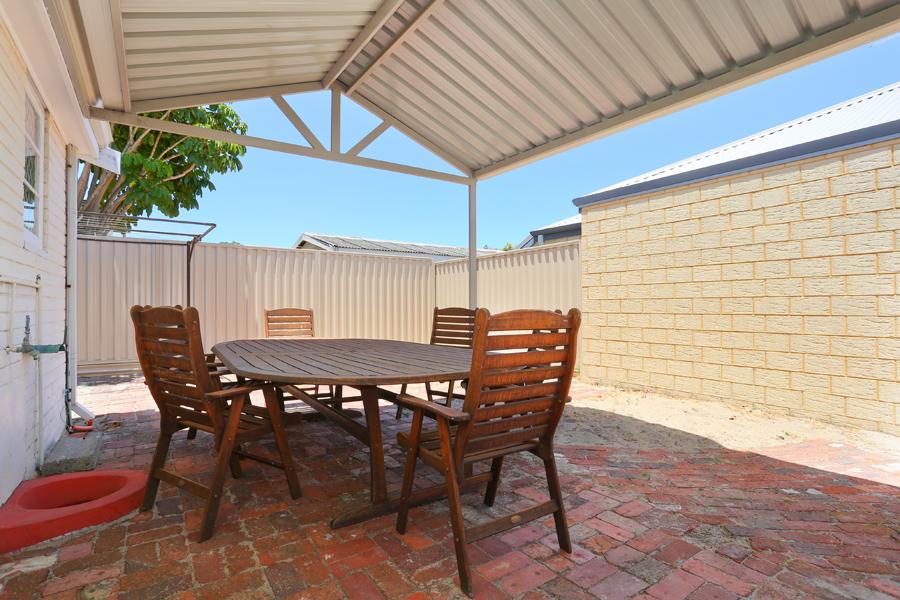https://propertyphotos.vaultre.com.au/835/17811030__1611123795-29422-IMG0150.jpg