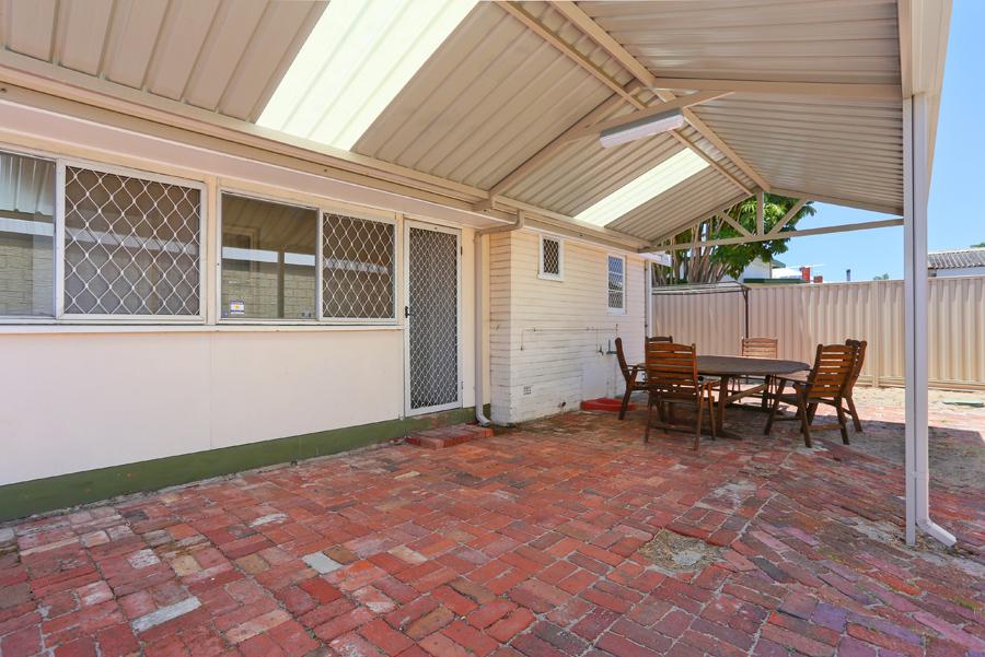 https://propertyphotos.vaultre.com.au/835/17811032__1611123797-26383-IMG0154.jpg