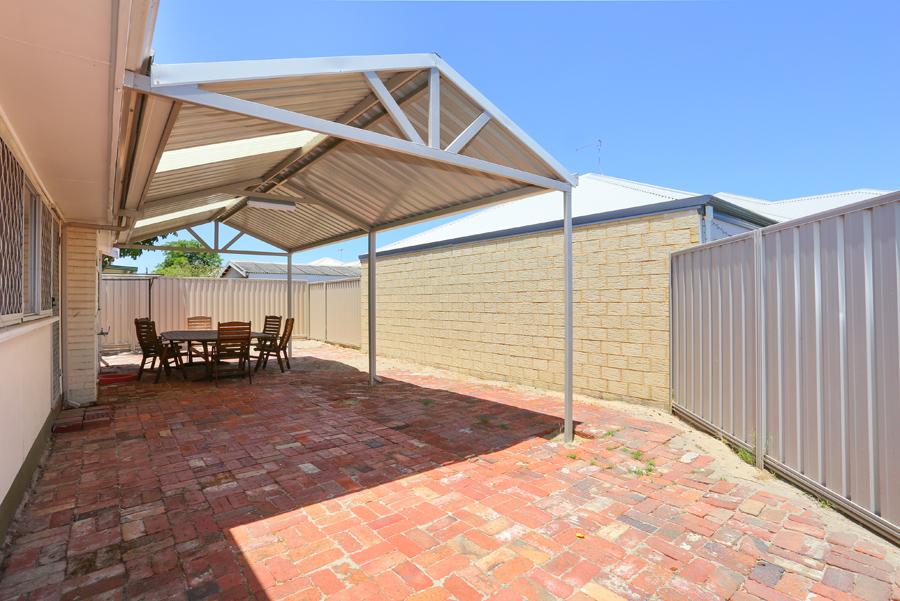 https://propertyphotos.vaultre.com.au/835/17811034__1611123798-14250-IMG0158.jpg