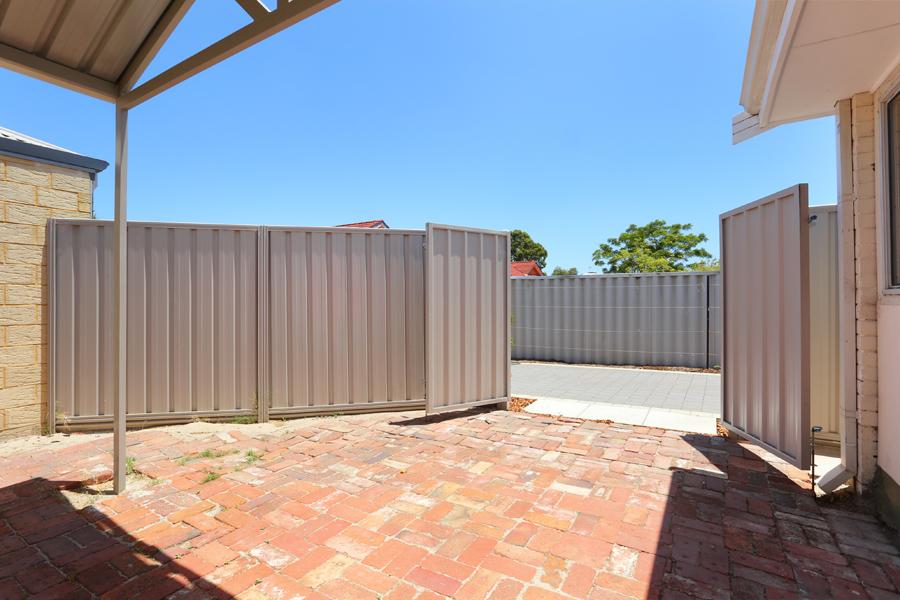 https://propertyphotos.vaultre.com.au/835/17811035__1611123800-28109-IMG0161.jpg