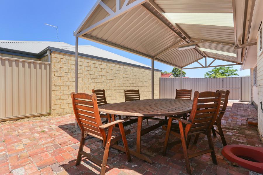 https://propertyphotos.vaultre.com.au/835/17811037__1611123801-8238-IMG0162.jpg