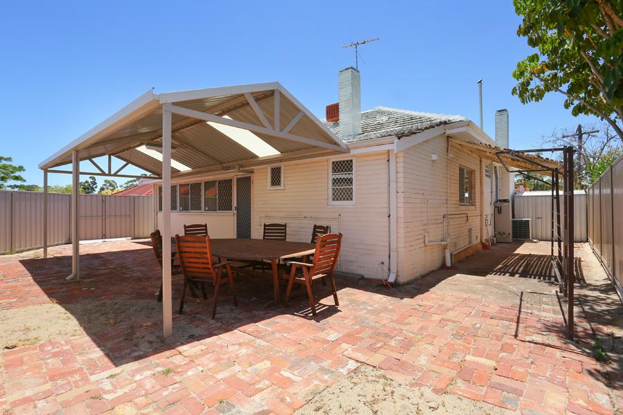 https://propertyphotos.vaultre.com.au/835/17811038__1611123802-28121-IMG0166.jpg