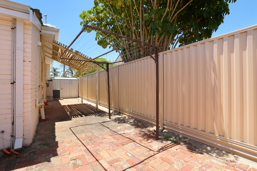 https://propertyphotos.vaultre.com.au/835/17811039__1611123803-18119-IMG0169.jpg