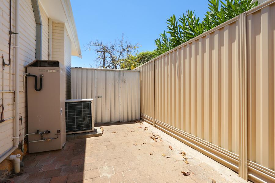 https://propertyphotos.vaultre.com.au/835/17811041__1611123804-26408-IMG0170.jpg
