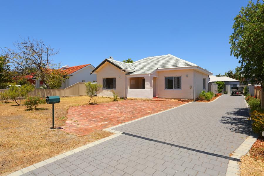 https://propertyphotos.vaultre.com.au/835/17811042__1611123805-8247-IMG0172.jpg