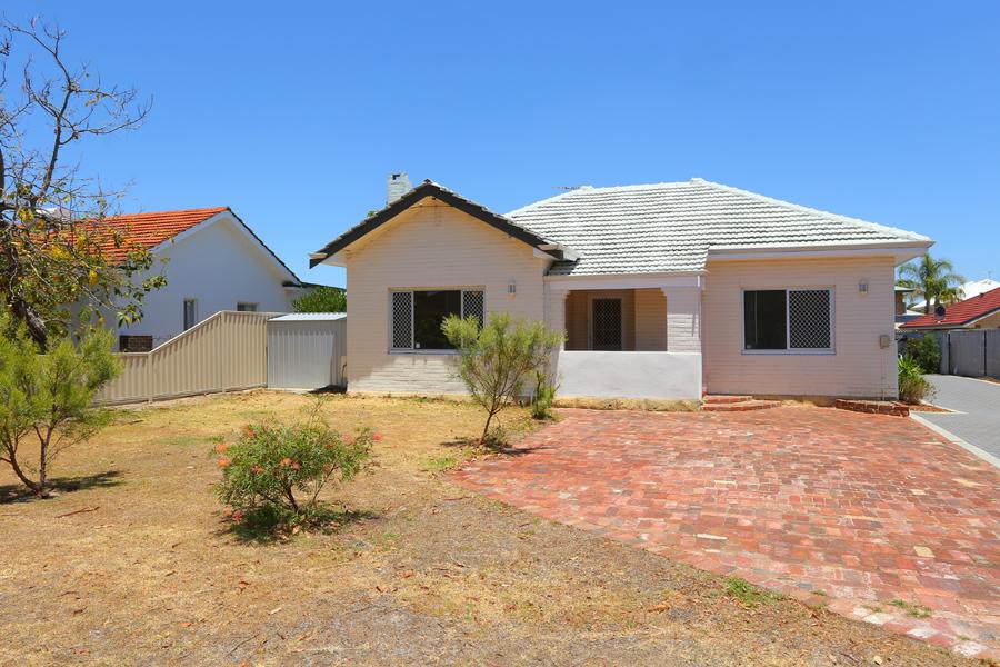 https://propertyphotos.vaultre.com.au/835/17811045__1611123808-17329-IMG0176.jpg