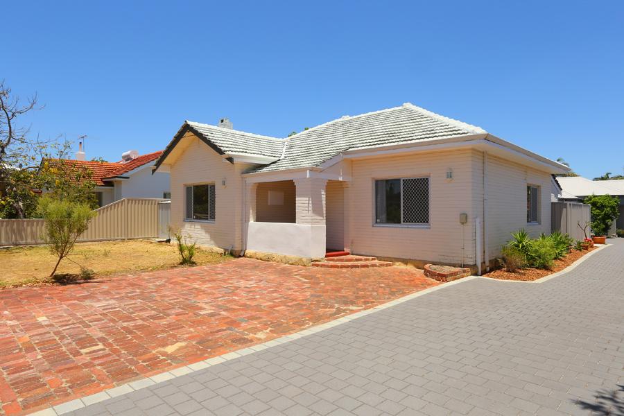 https://propertyphotos.vaultre.com.au/835/17811047__1611123811-28151-IMG0178.jpg