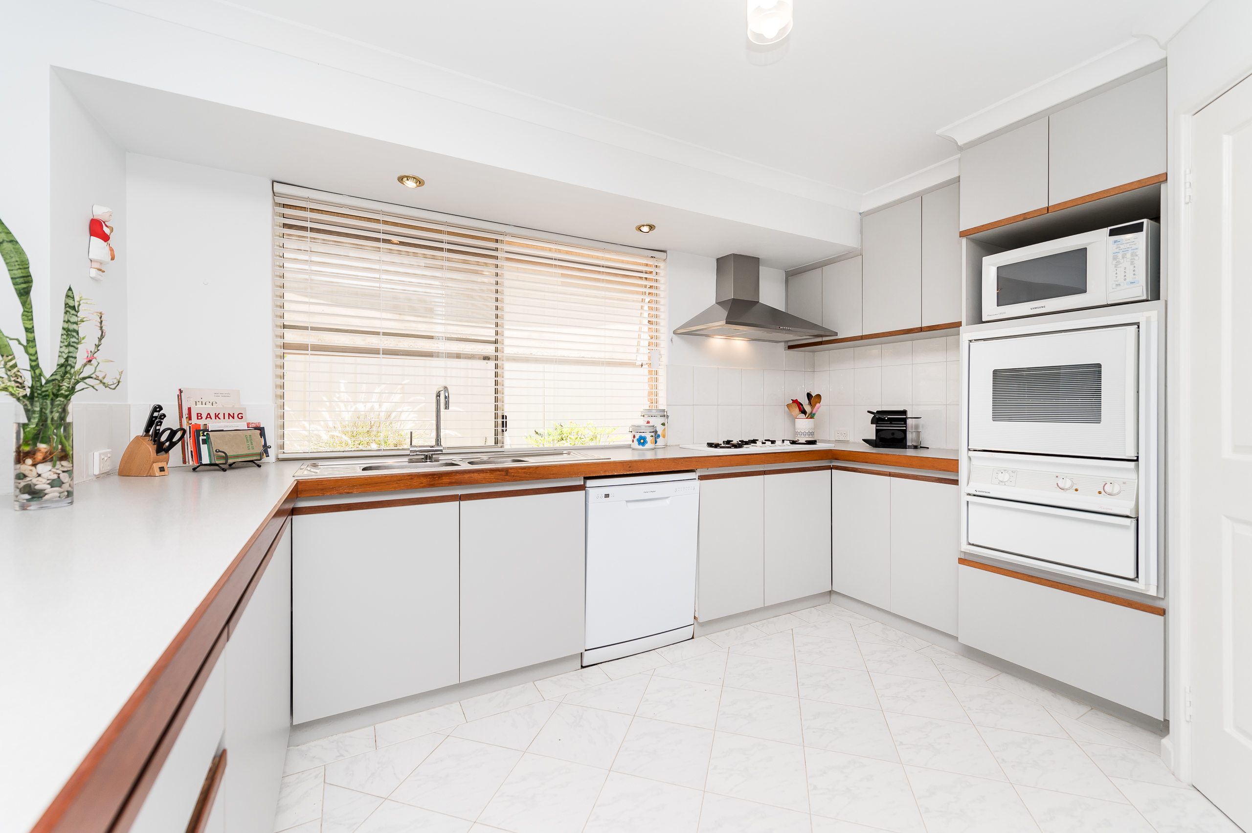 https://propertyphotos.vaultre.com.au/835/17839100__1611224431-21999-7bGlencoeRoadArdross2-10.jpg