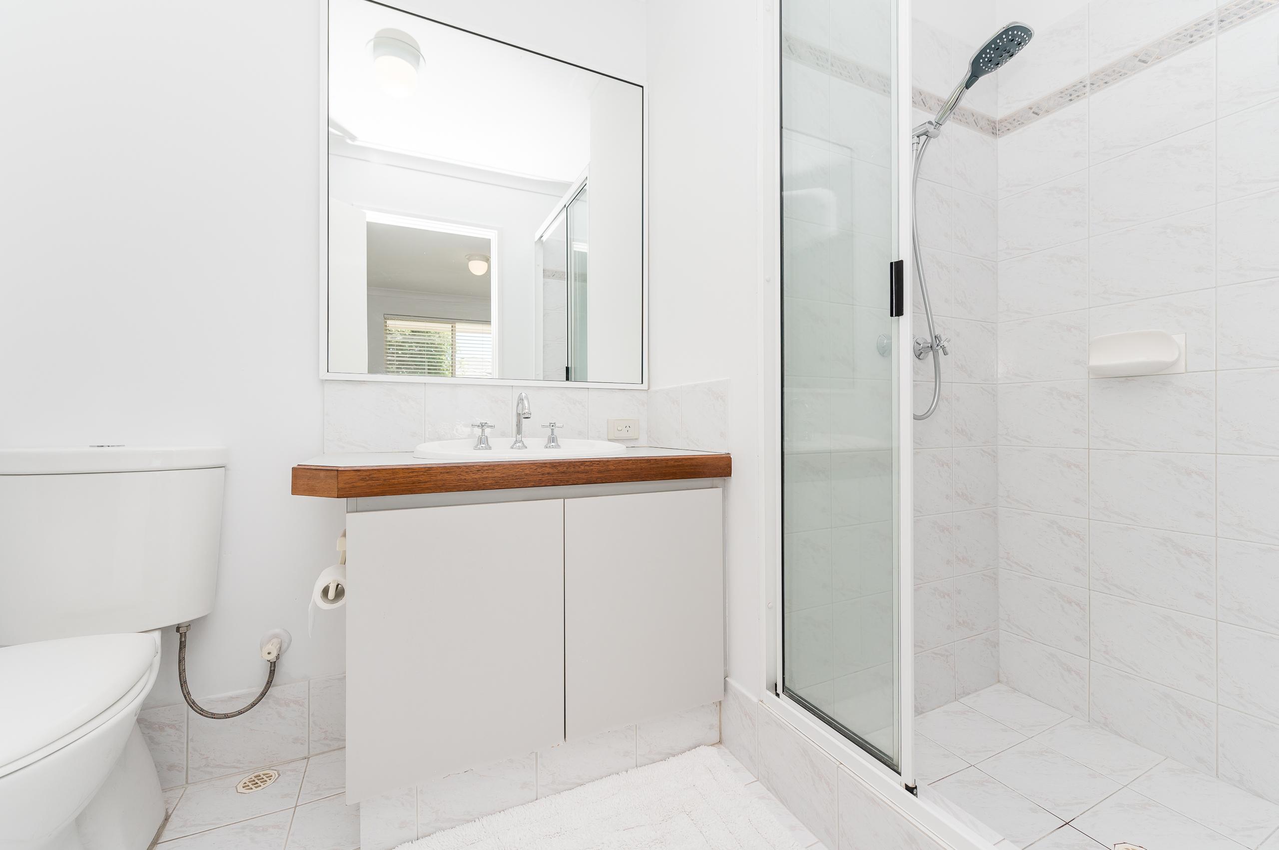 https://propertyphotos.vaultre.com.au/835/17839108__1611224480-22026-7bGlencoeRoadArdross2-13.jpg