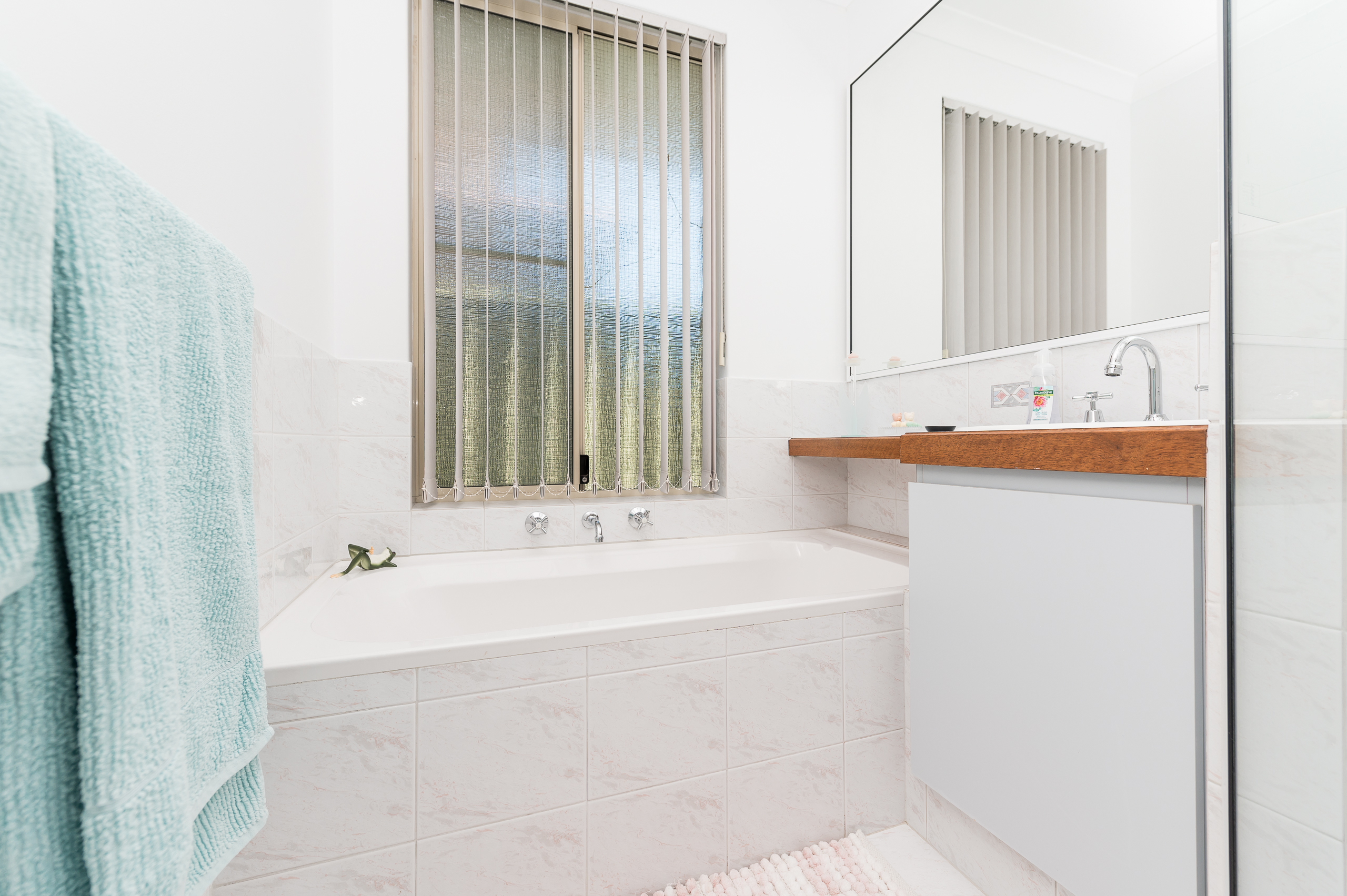 https://propertyphotos.vaultre.com.au/835/17839117__1611224561-22062-7bGlencoeRoadArdross2-17.jpg