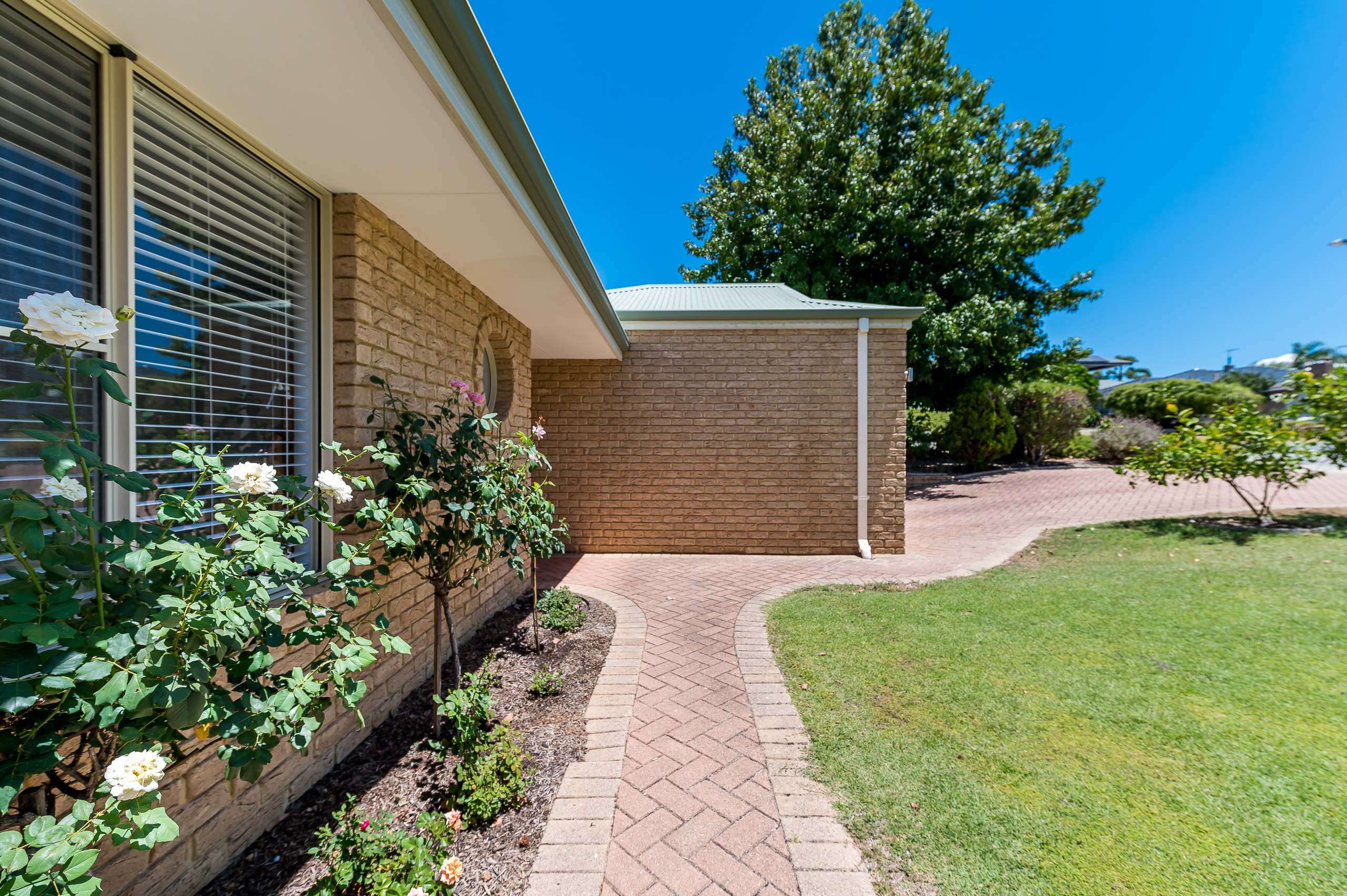 https://propertyphotos.vaultre.com.au/835/17839134__1611224918-22214-7bGlencoeRoadArdross2-2.jpg