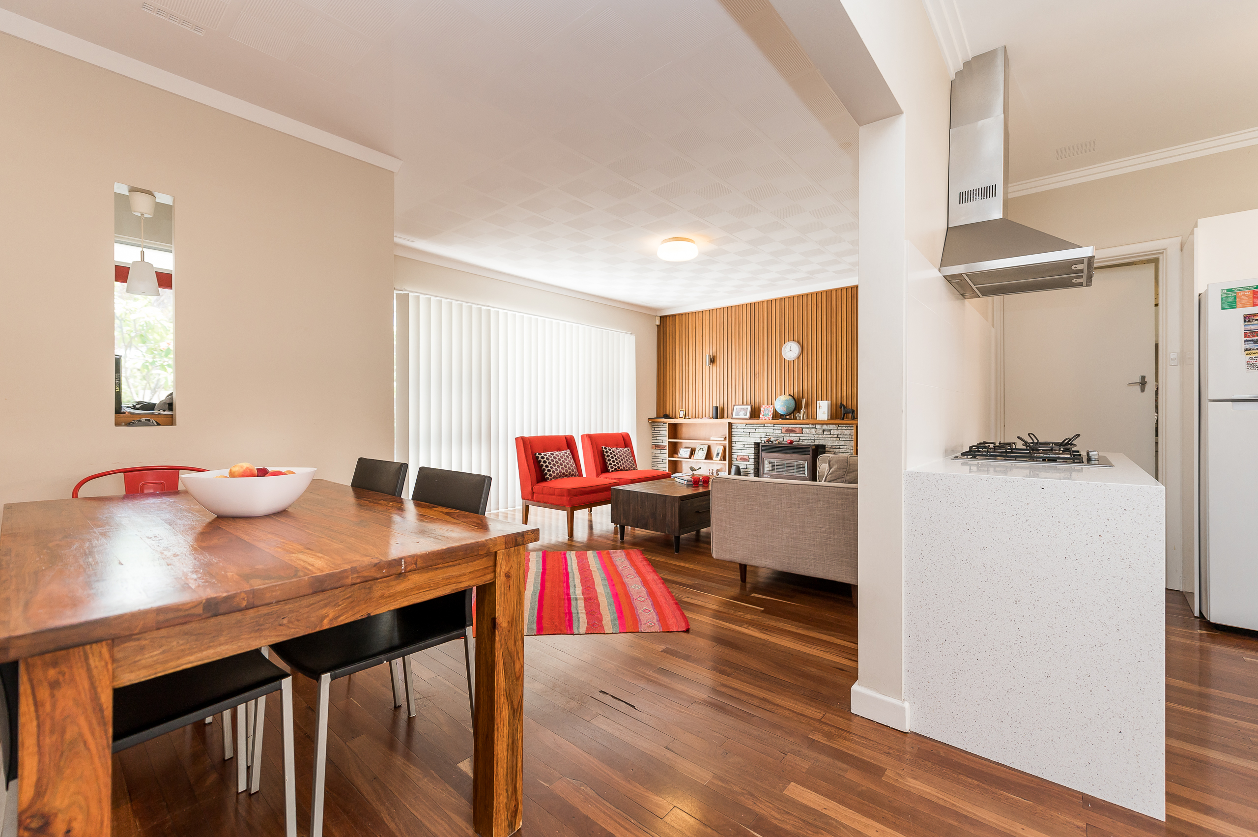 https://propertyphotos.vaultre.com.au/835/17888593__1611567629-29919-113RiseleyStreetArdross-7.jpg
