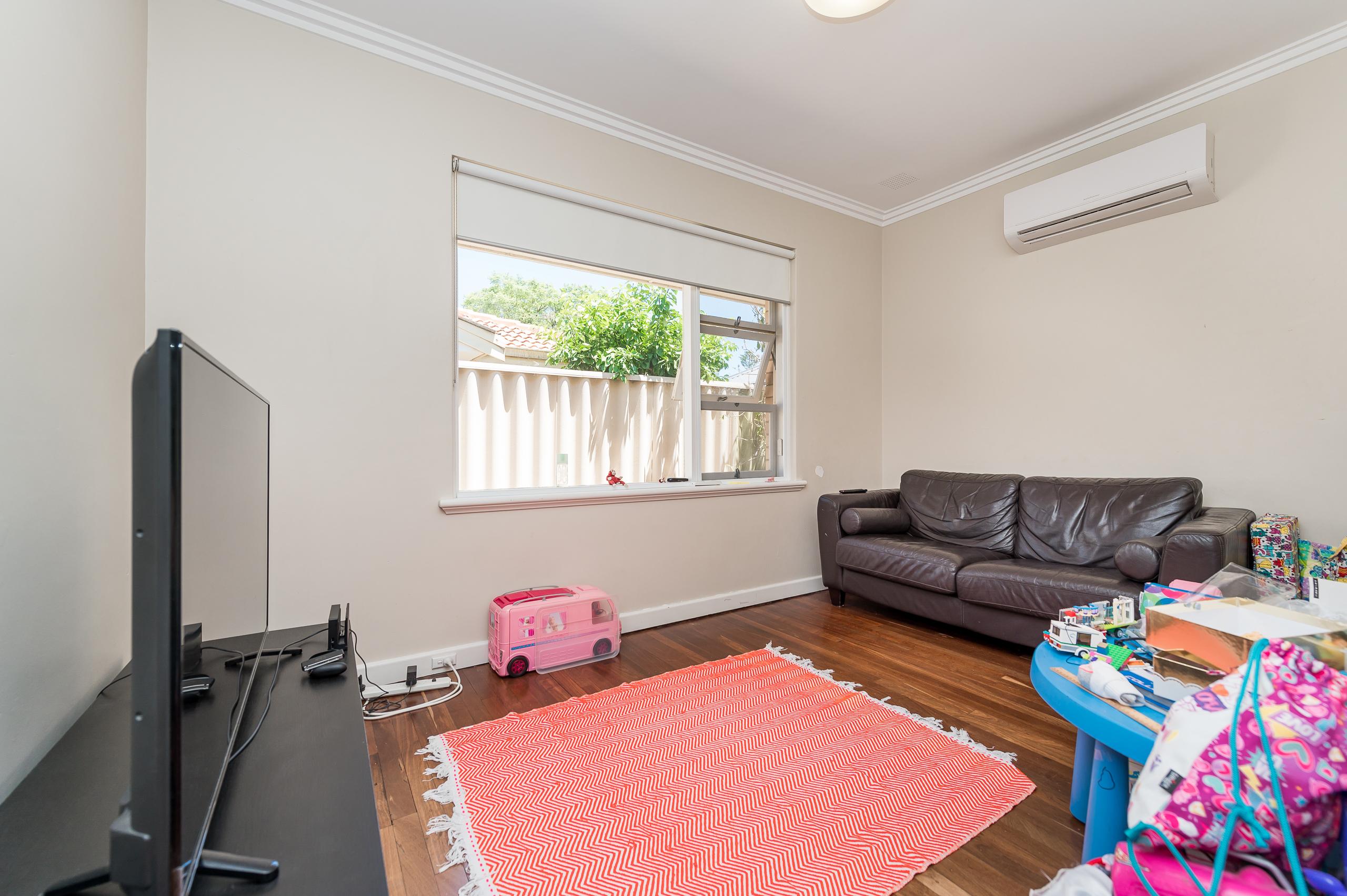 https://propertyphotos.vaultre.com.au/835/17888595__1611567672-29965-113RiseleyStreetArdross-9.jpg