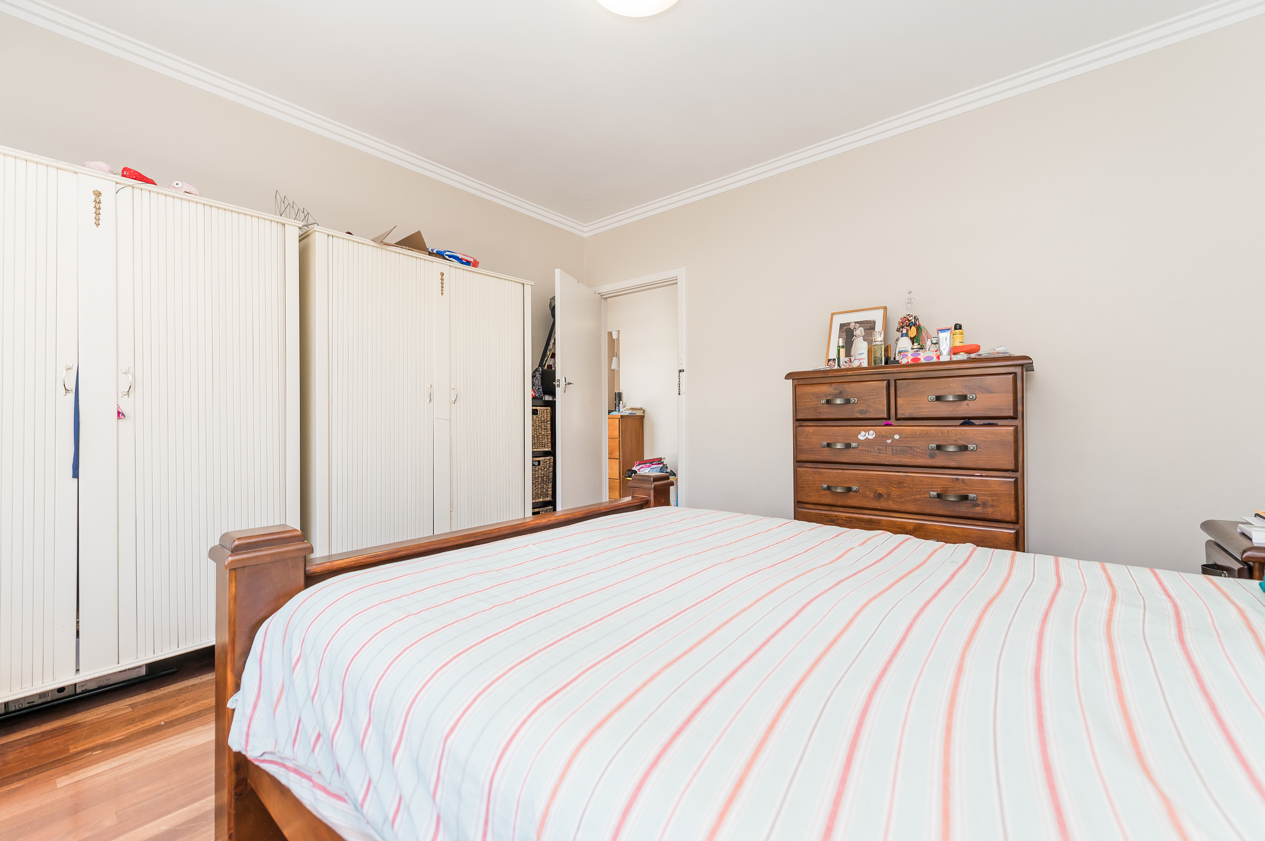 https://propertyphotos.vaultre.com.au/835/17888599__1611567762-30007-113RiseleyStreetArdross-13.jpg