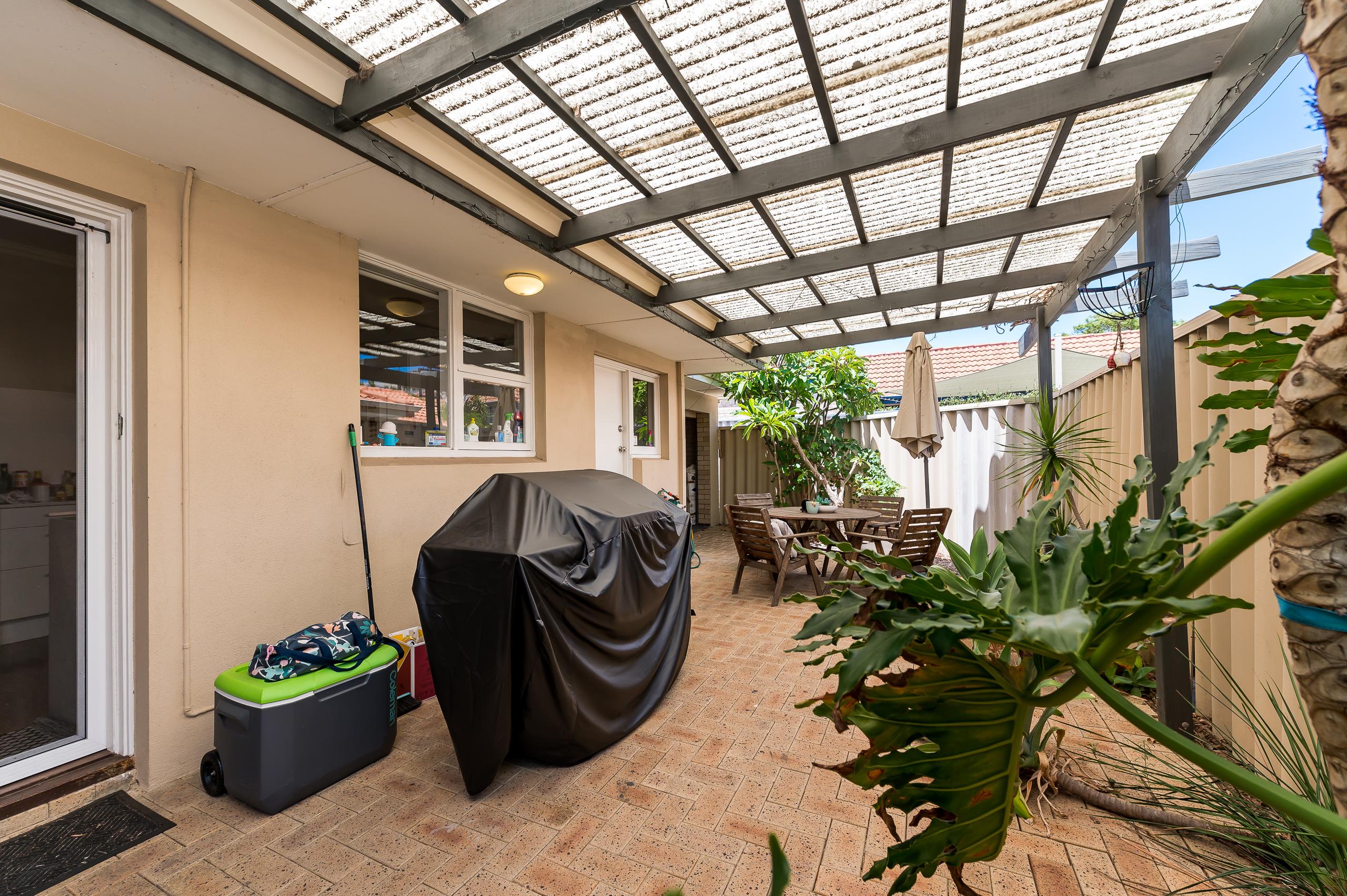 https://propertyphotos.vaultre.com.au/835/17888601__1611567838-30062-113RiseleyStreetArdross-15.jpg