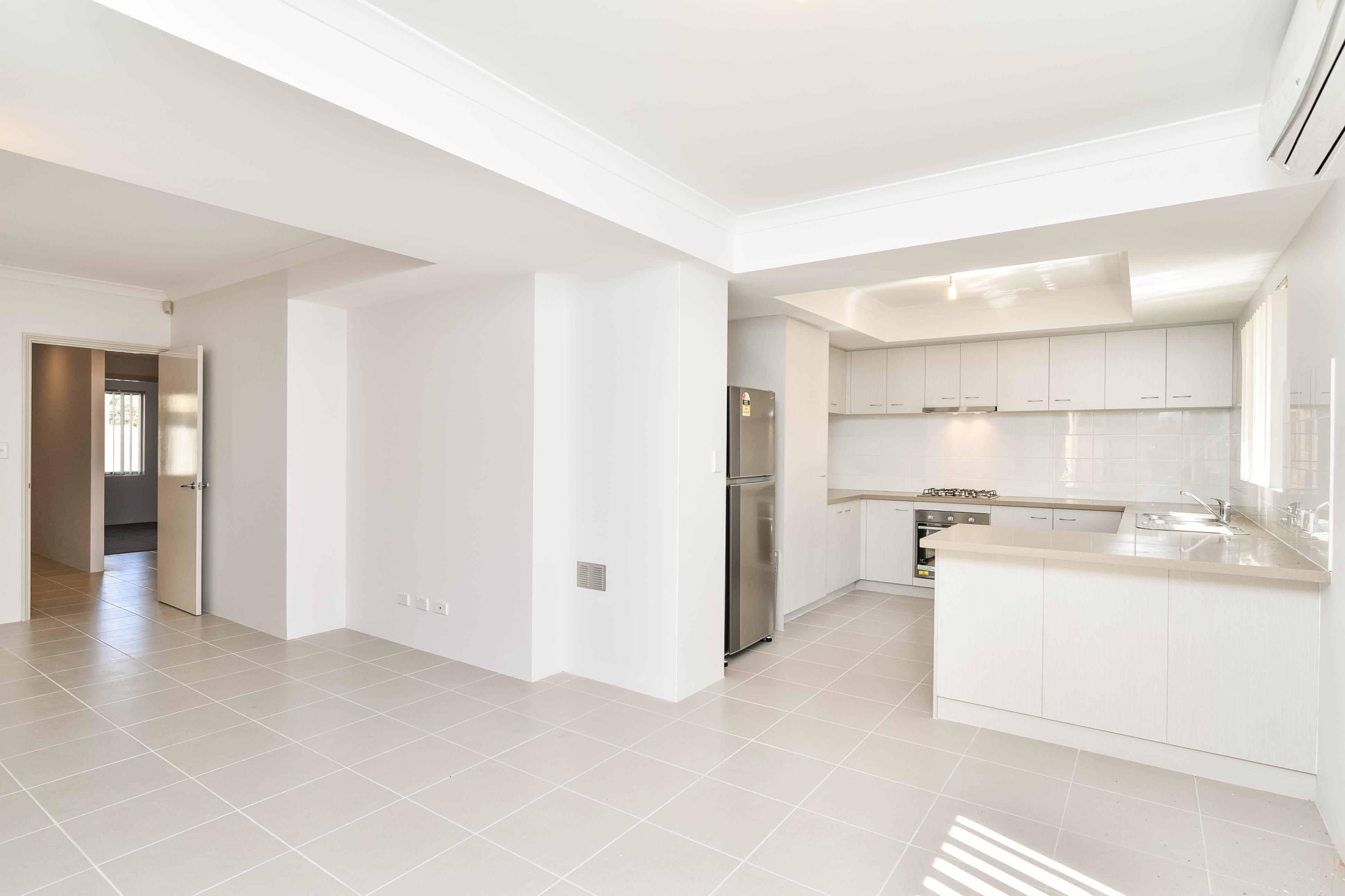 https://propertyphotos.vaultre.com.au/835/18167005__1611917440-3422-PRINT207ManningRoadBentley10.jpg