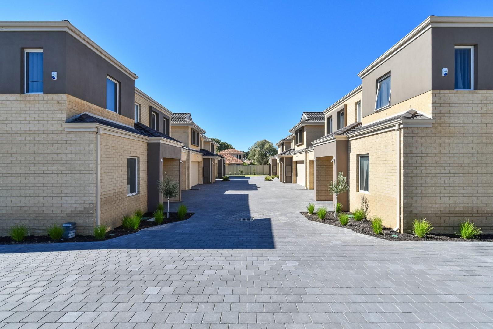 https://propertyphotos.vaultre.com.au/835/18167006__1611917484-3499-PRINT207ManningRoadBentley44.jpg