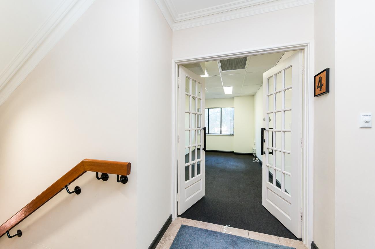 https://propertyphotos.vaultre.com.au/835/18169054__1611996939-2873-416MoreauMewsApplecross-6.jpg