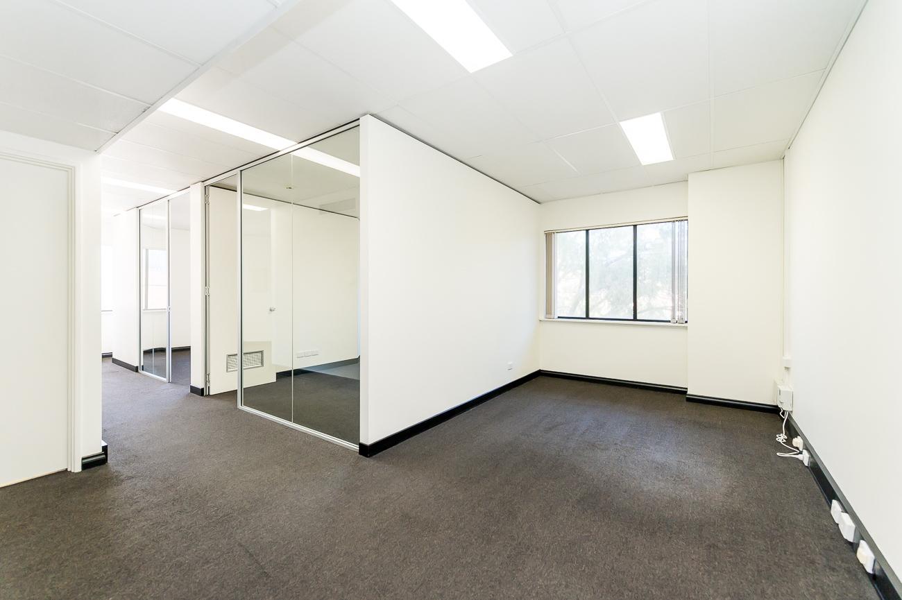https://propertyphotos.vaultre.com.au/835/18169055__1611996950-3002-416MoreauMewsApplecross-7.jpg