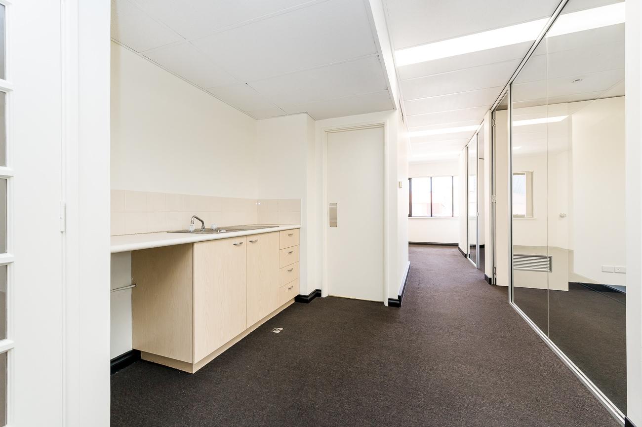 https://propertyphotos.vaultre.com.au/835/18169056__1611996950-3000-416MoreauMewsApplecross-8.jpg