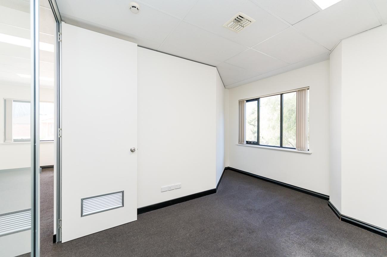 https://propertyphotos.vaultre.com.au/835/18169058__1611996952-3015-416MoreauMewsApplecross-10.jpg