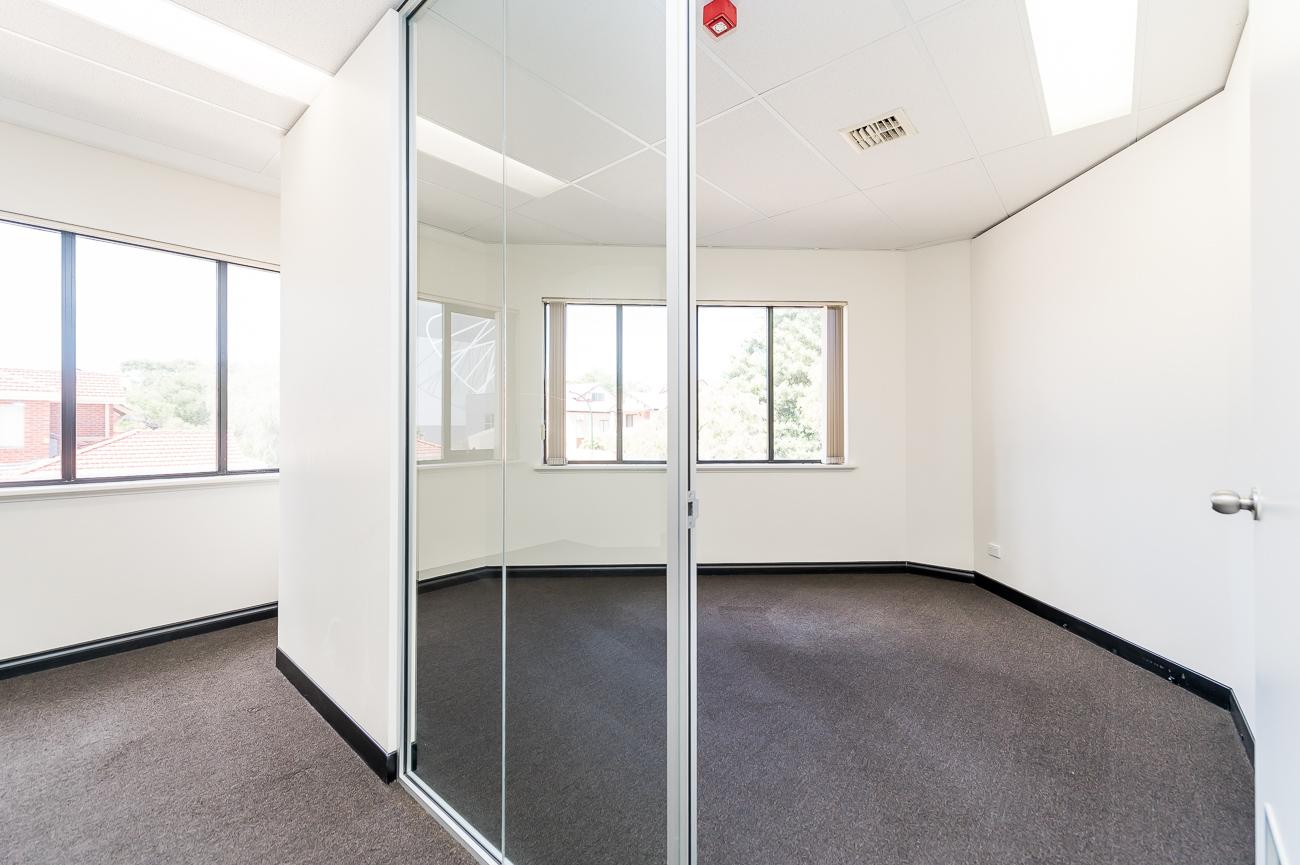 https://propertyphotos.vaultre.com.au/835/18169059__1611996953-3013-416MoreauMewsApplecross-11.jpg