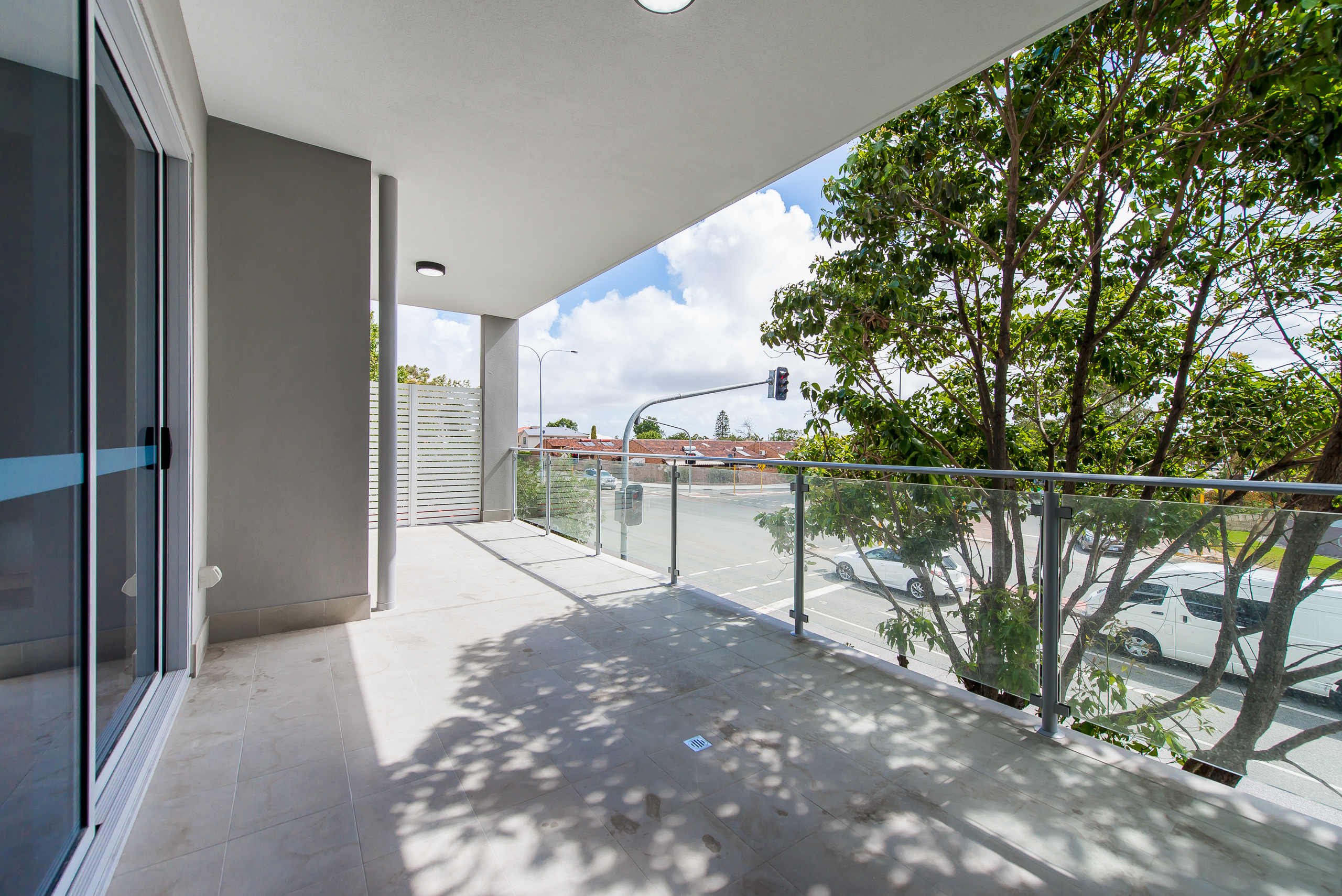 https://propertyphotos.vaultre.com.au/835/1829316__1571719438-23194-164RiseleyStBooragoon-34.jpg