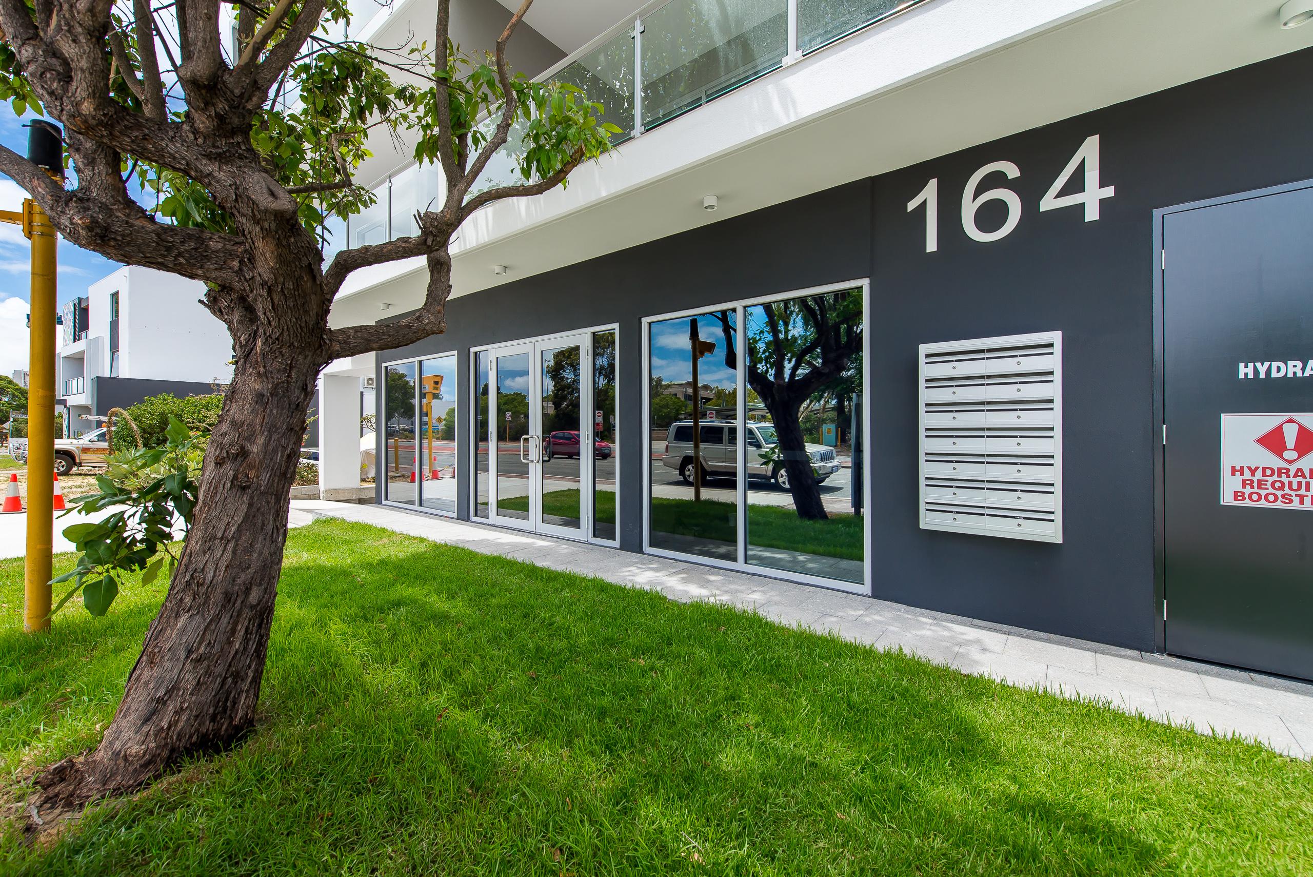 https://propertyphotos.vaultre.com.au/835/1829317__1571719442-1046-164RiseleyStBooragoon-1.jpg
