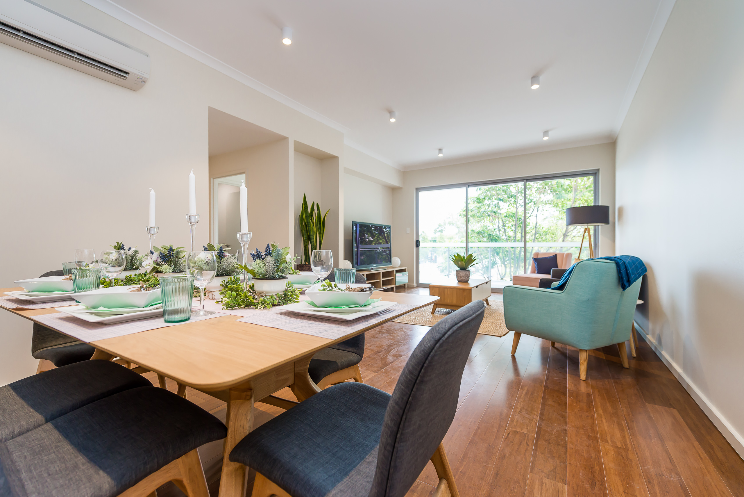https://propertyphotos.vaultre.com.au/835/1829319__1571719445-1067-164RiseleyStBooragoon-15.jpg