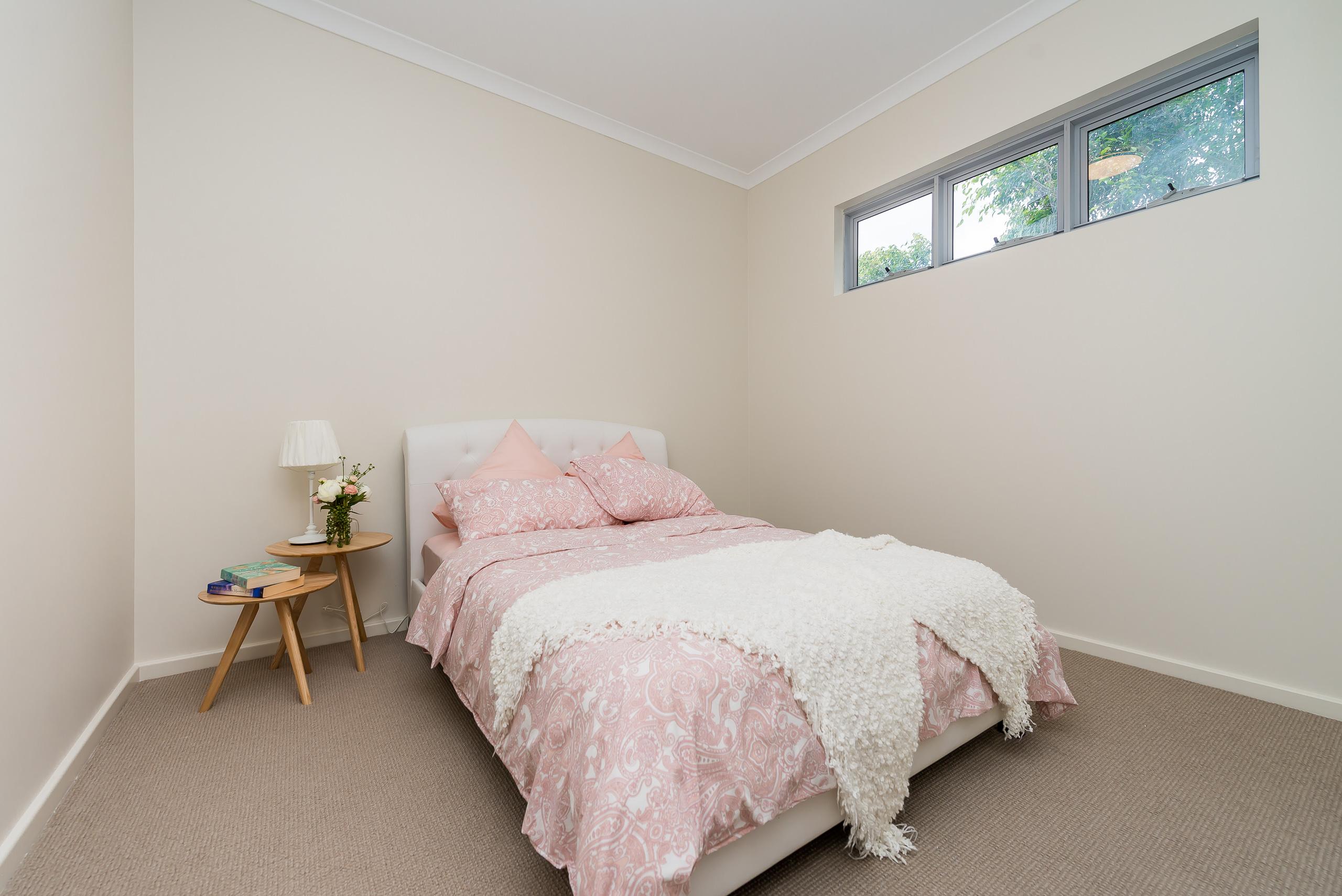 https://propertyphotos.vaultre.com.au/835/1829323__1571719448-1369-164RiseleyStBooragoon-23.jpg