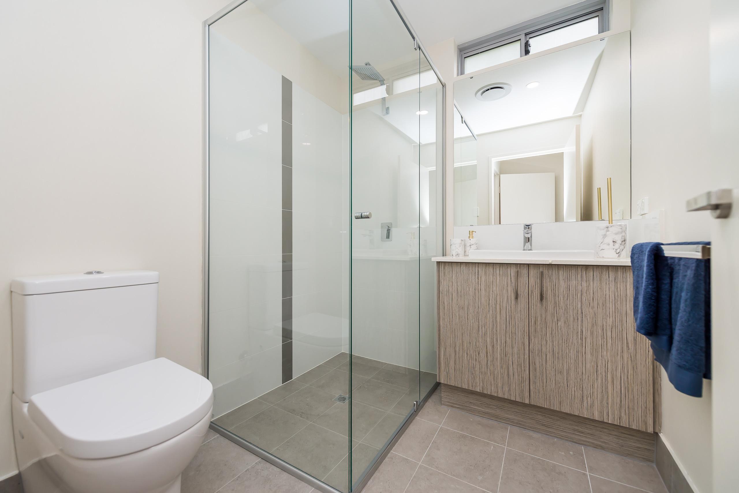 https://propertyphotos.vaultre.com.au/835/1829333__1571719554-6-164RiseleyStBooragoon-27.jpg