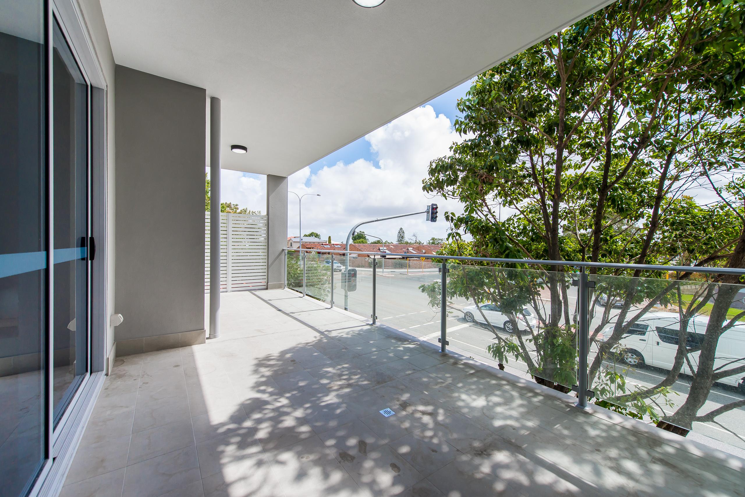 https://propertyphotos.vaultre.com.au/835/1829334__1571719554-7-164RiseleyStBooragoon-34.jpg