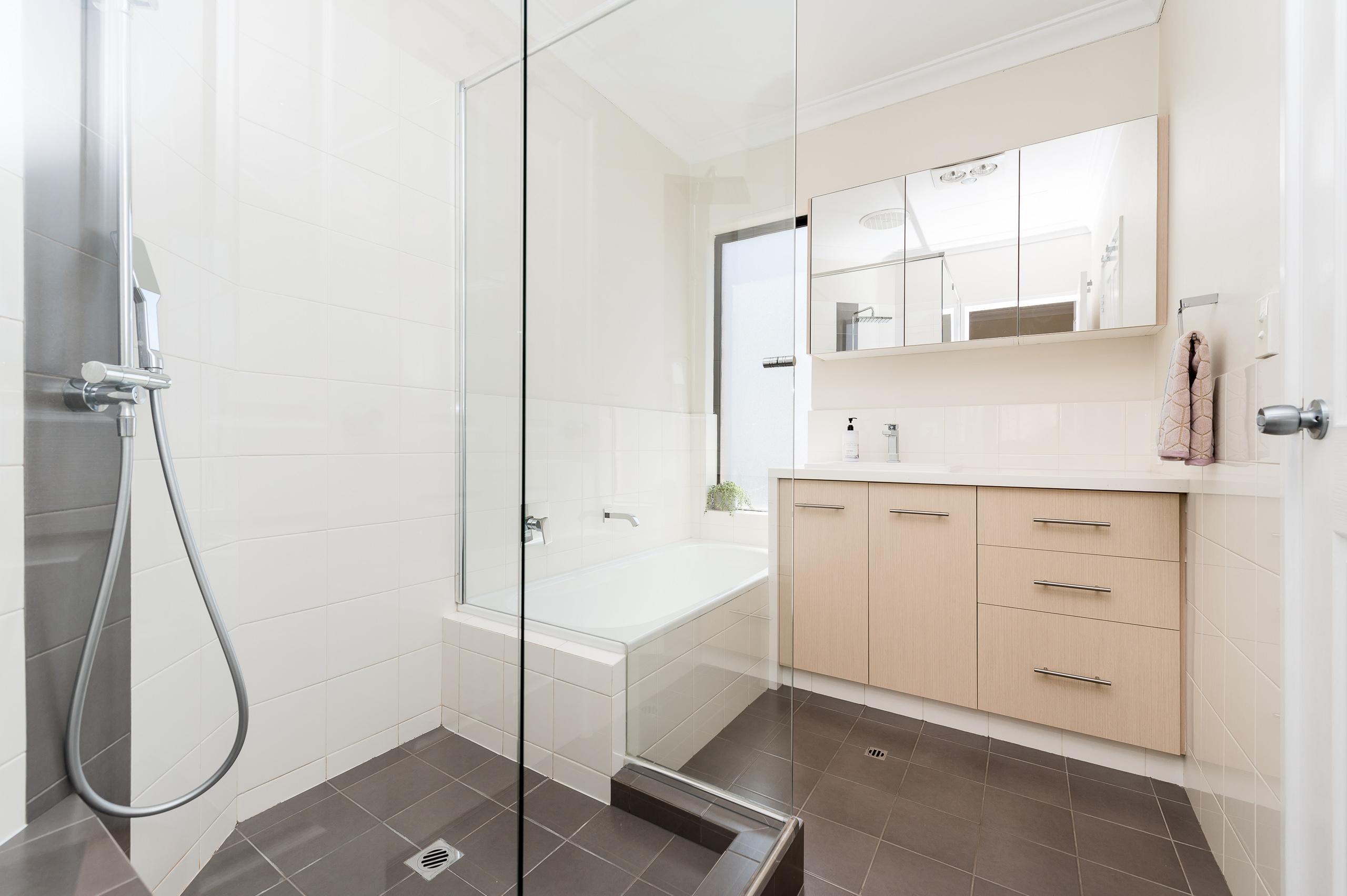 https://propertyphotos.vaultre.com.au/835/18373684__1612422819-21097-88SleatRoadMtPleasant-13.jpg
