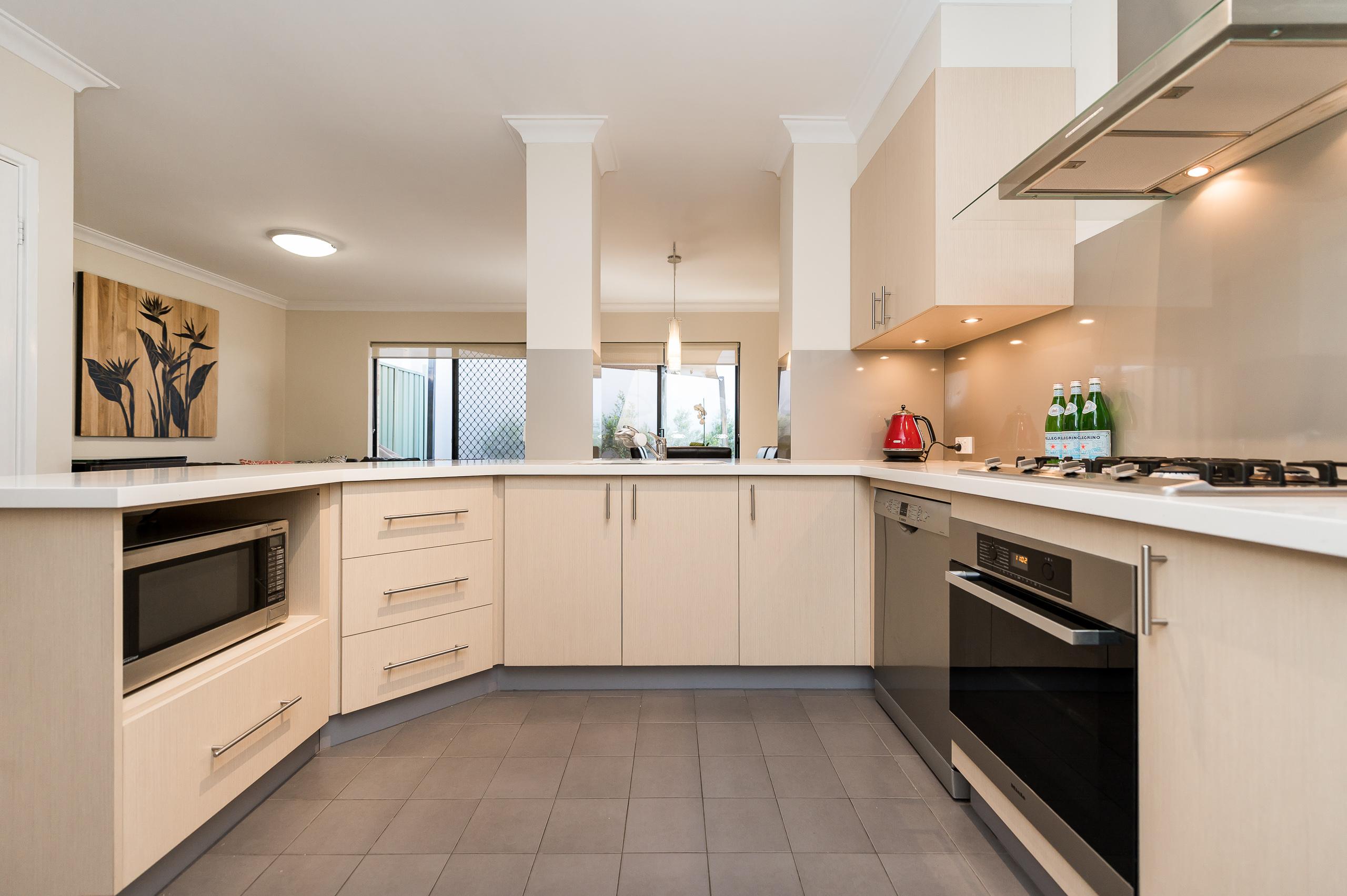 https://propertyphotos.vaultre.com.au/835/18373699__1612422877-21145-88SleatRoadMtPleasant-17.jpg