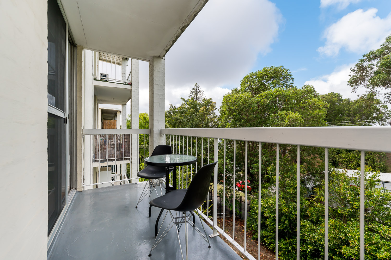https://propertyphotos.vaultre.com.au/835/18546269__1612849268-20609-558KathleenAvenueMaylands-14.jpg