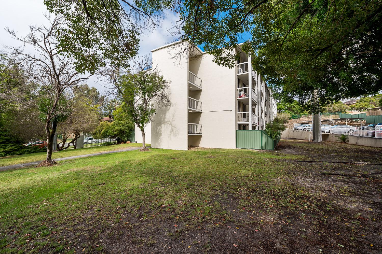 https://propertyphotos.vaultre.com.au/835/18546274__1612849272-22796-558KathleenAvenueMaylands-1.jpg