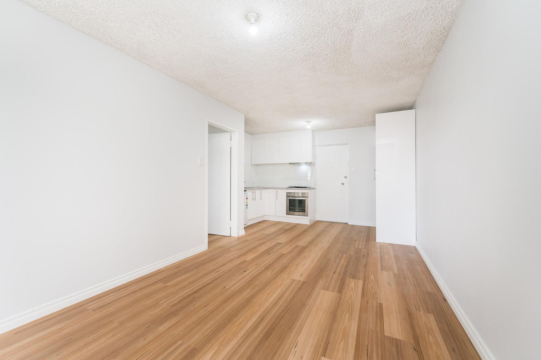 https://propertyphotos.vaultre.com.au/835/18546281__1612849278-27778-558KathleenAvenueMaylands-6.jpg