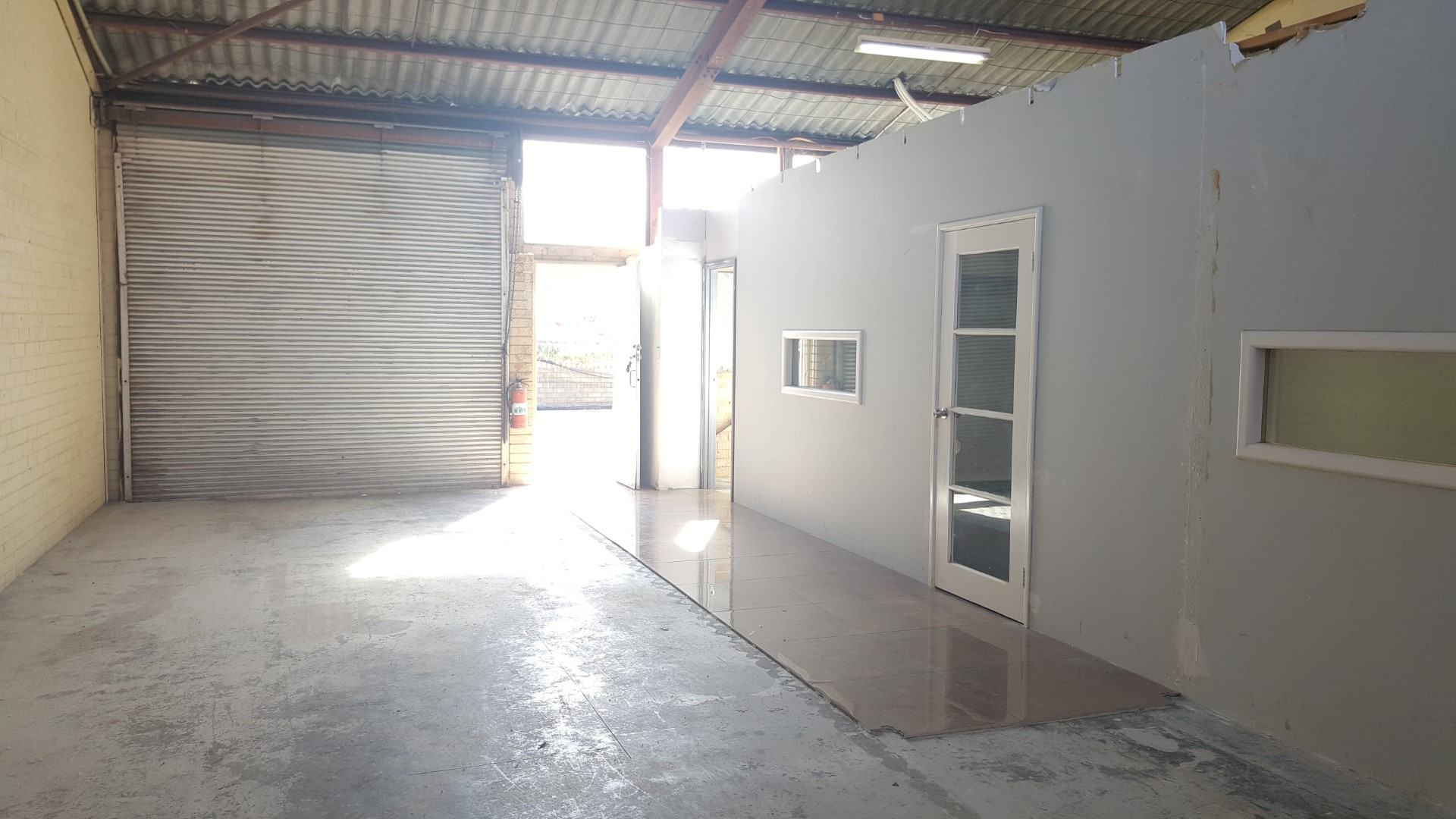 https://propertyphotos.vaultre.com.au/835/18843239__1613452083-32300-20180501105128.jpg