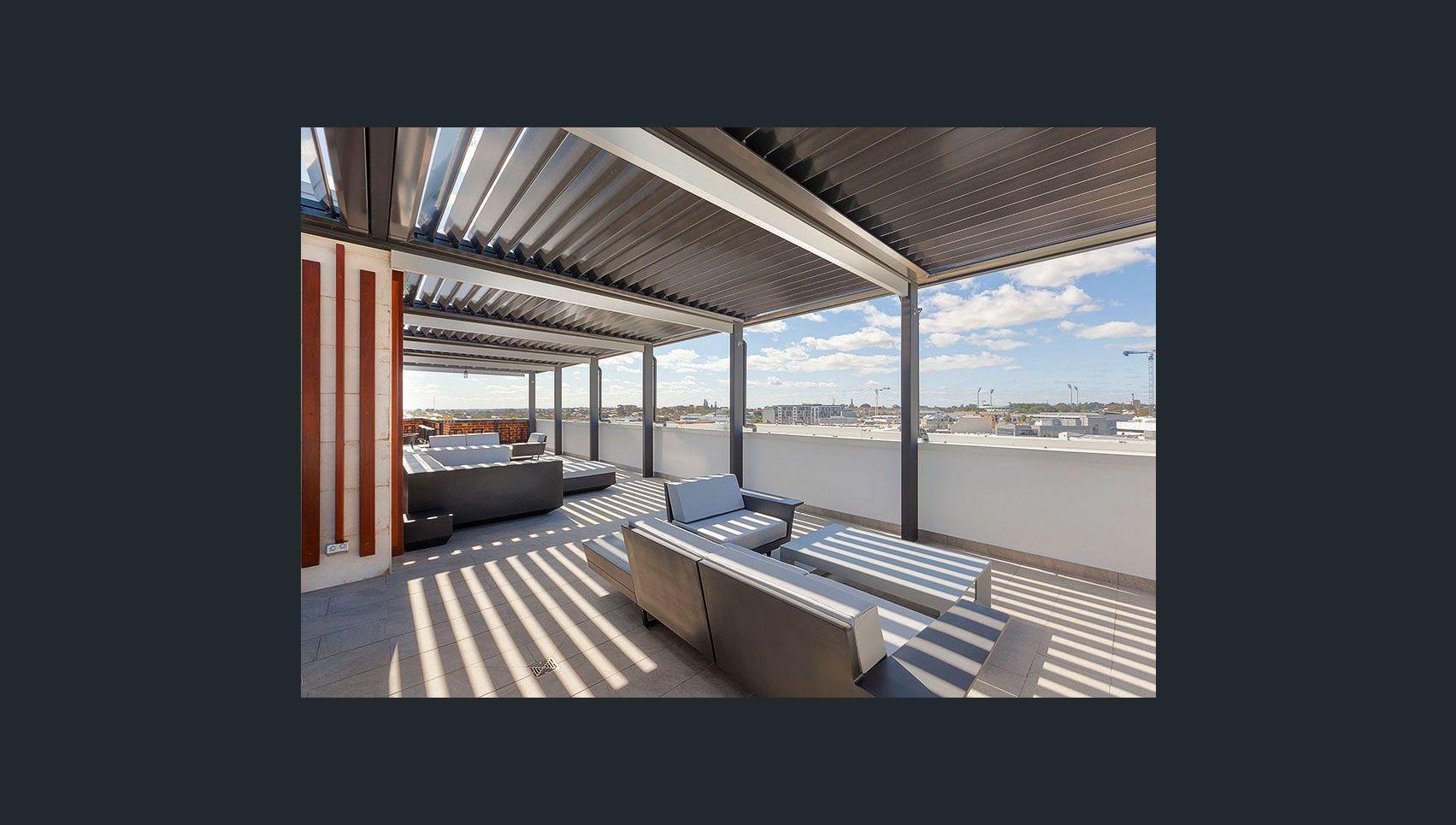 https://propertyphotos.vaultre.com.au/835/18877183__1613557250-18612-Rooftop1.jpg