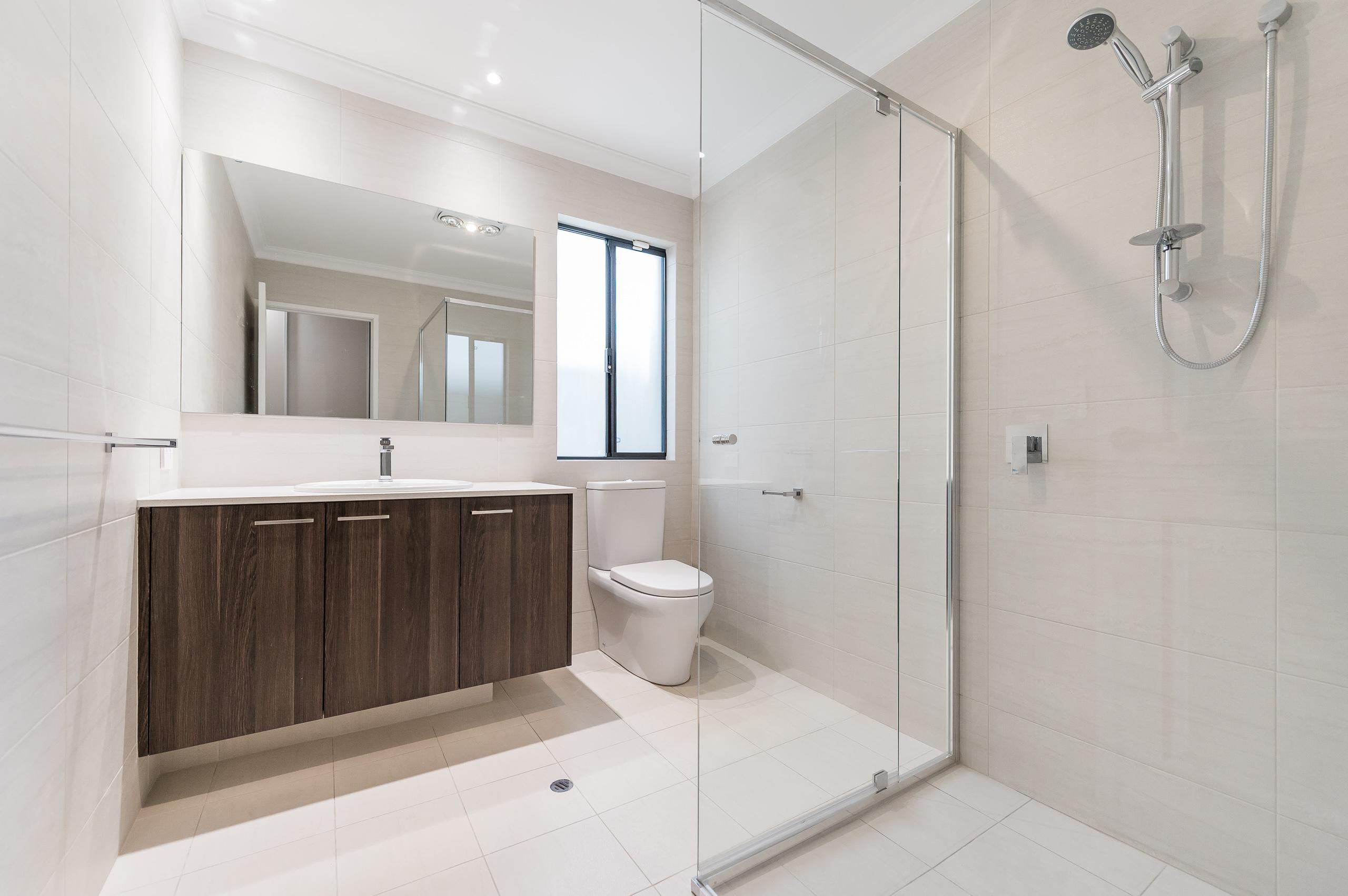 https://propertyphotos.vaultre.com.au/835/18944362__1613698371-5821-54bTuscanStRossmoyne-12.jpg