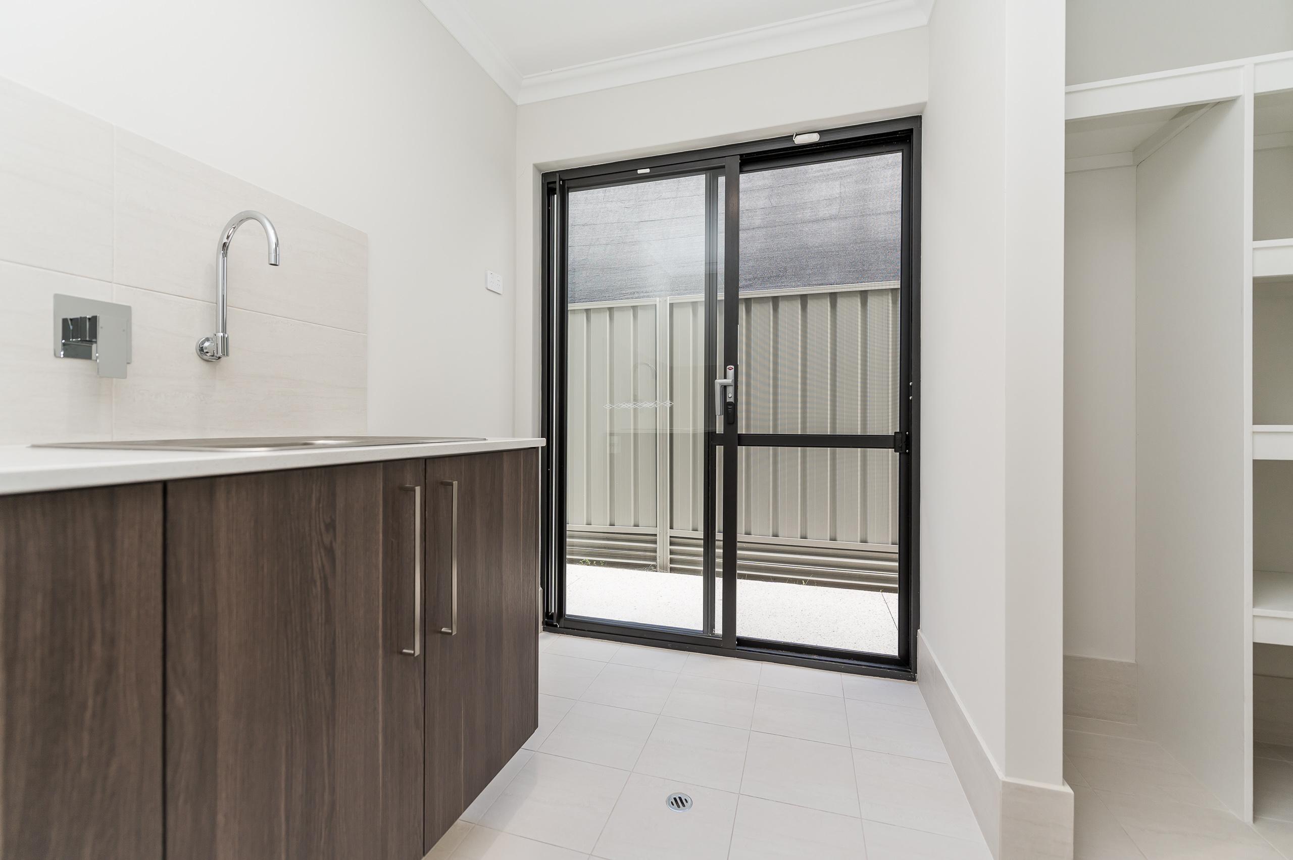 https://propertyphotos.vaultre.com.au/835/18944366__1613698374-5750-54bTuscanStRossmoyne-14.jpg