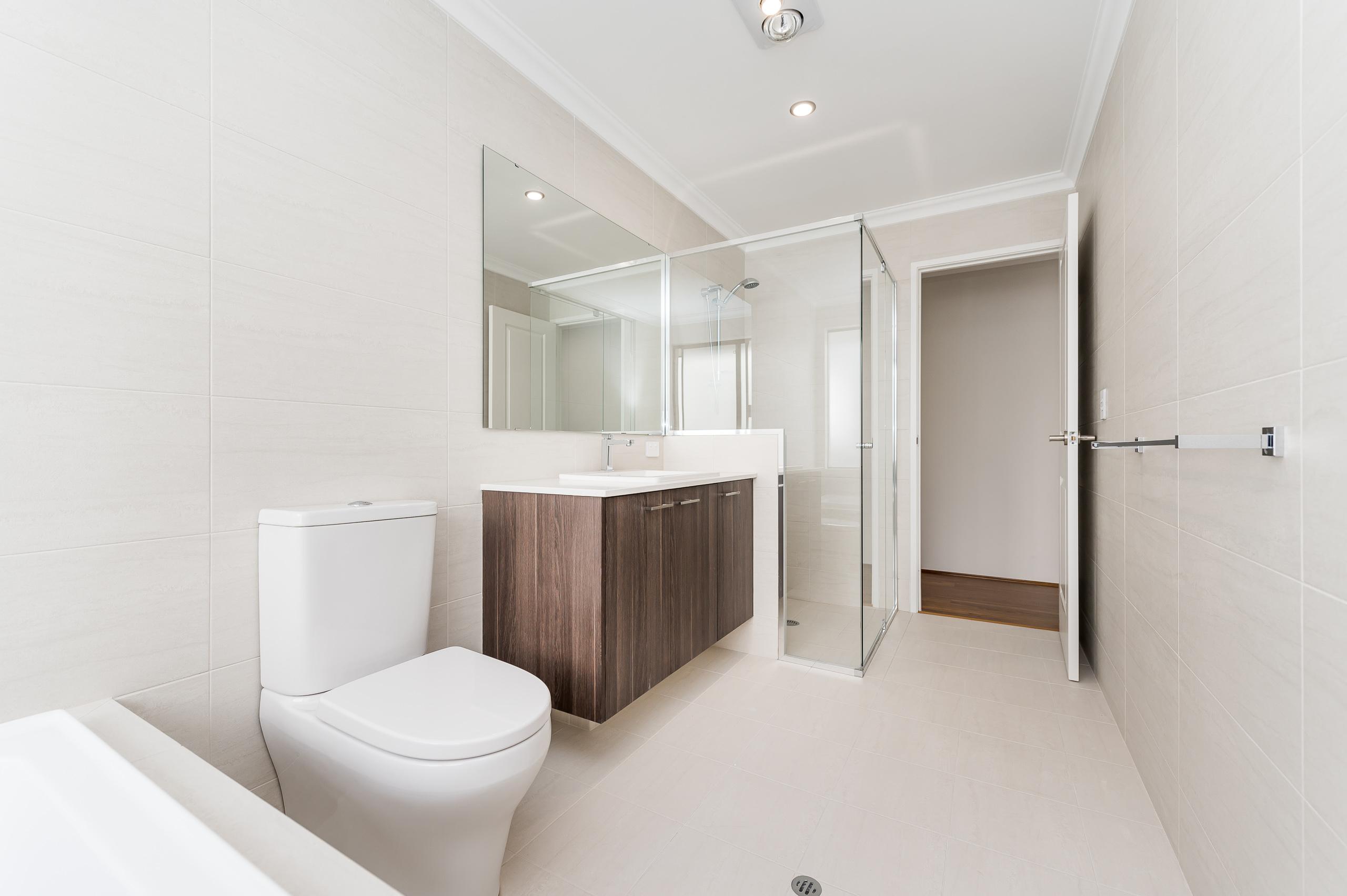 https://propertyphotos.vaultre.com.au/835/18944372__1613698379-5872-54bTuscanStRossmoyne-18.jpg