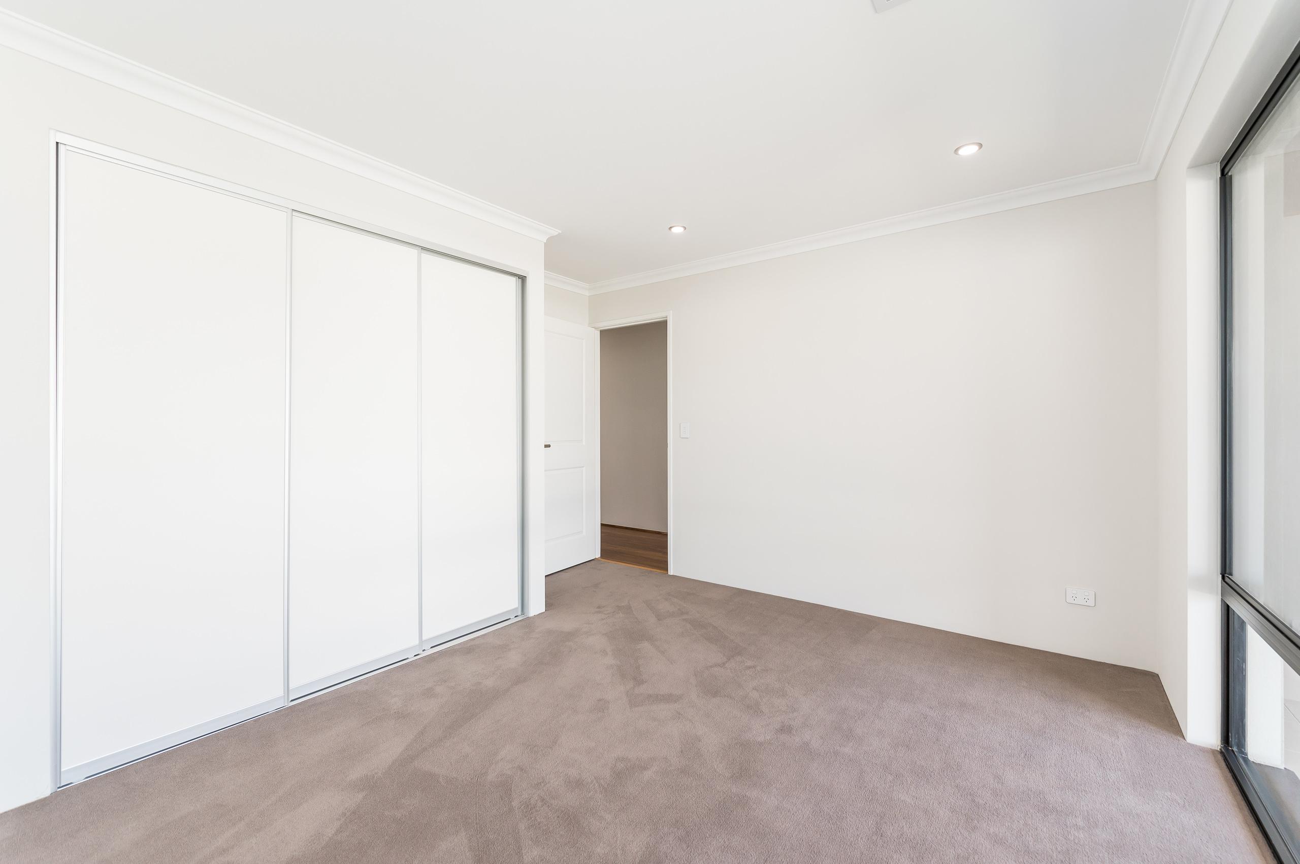 https://propertyphotos.vaultre.com.au/835/18944376__1613698383-5630-54bTuscanStRossmoyne-20.jpg