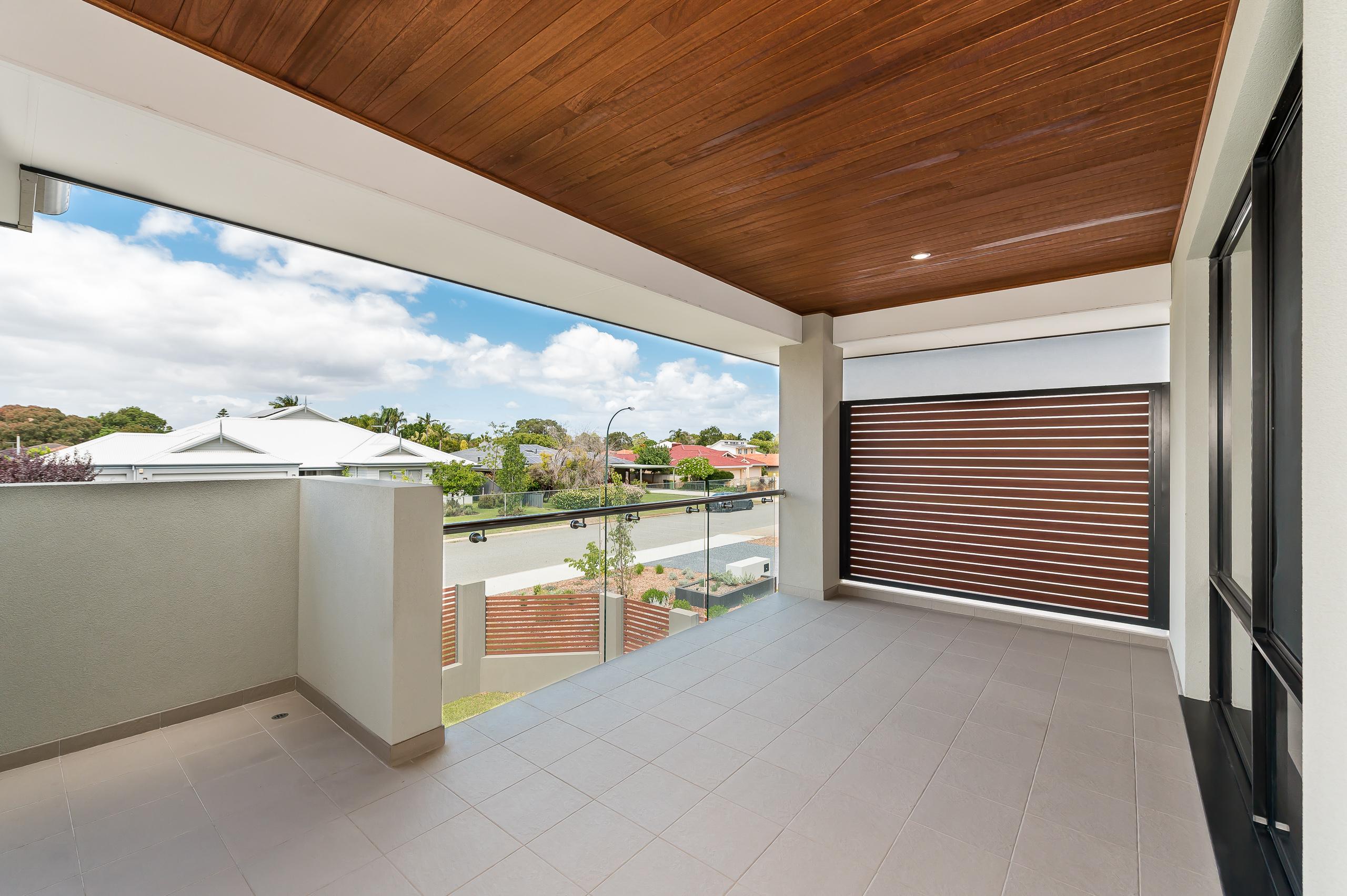 https://propertyphotos.vaultre.com.au/835/18944390__1613698392-29856-54bTuscanStRossmoyne-26.jpg
