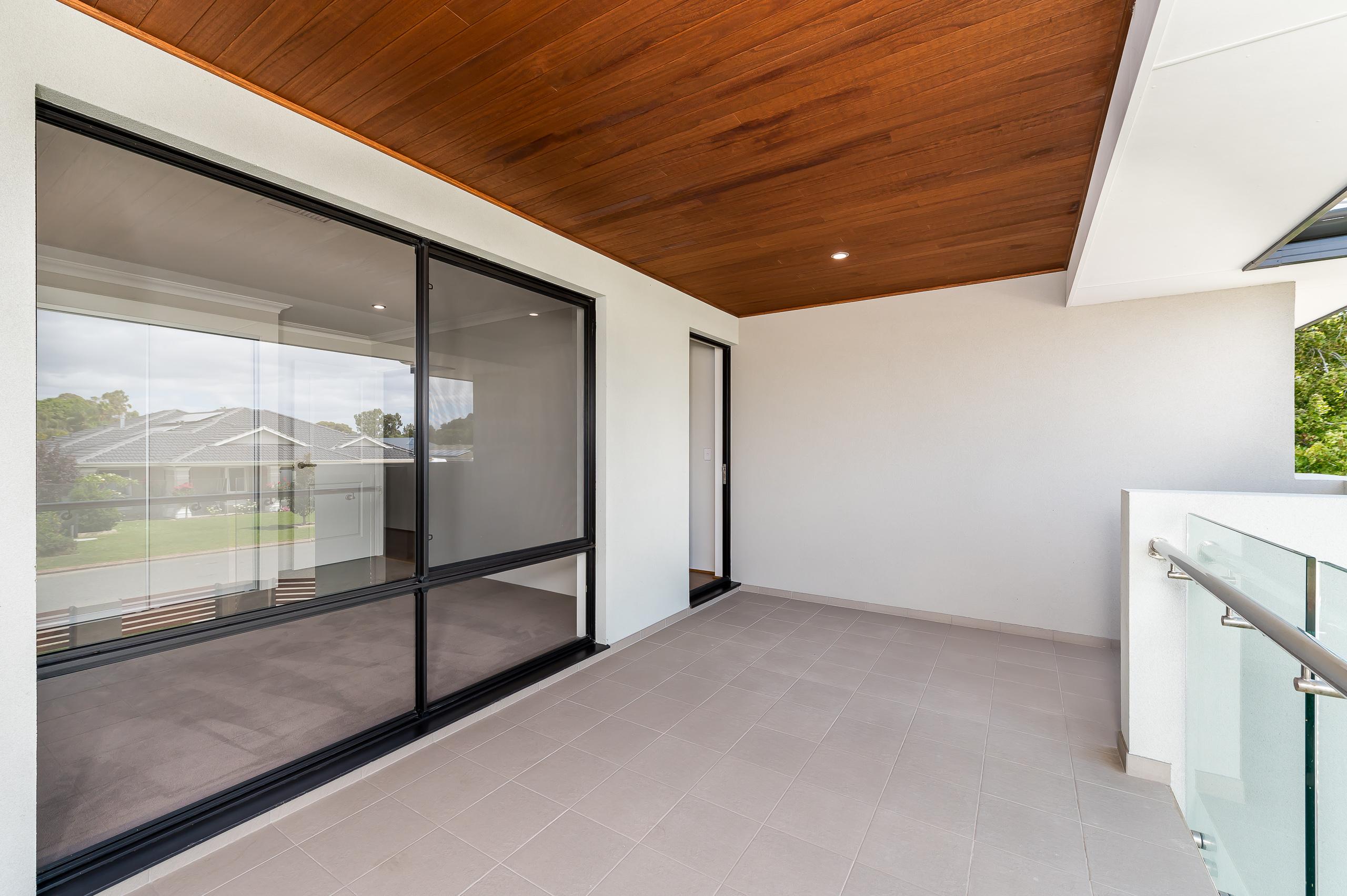 https://propertyphotos.vaultre.com.au/835/18944392__1613698393-5986-54bTuscanStRossmoyne-27.jpg