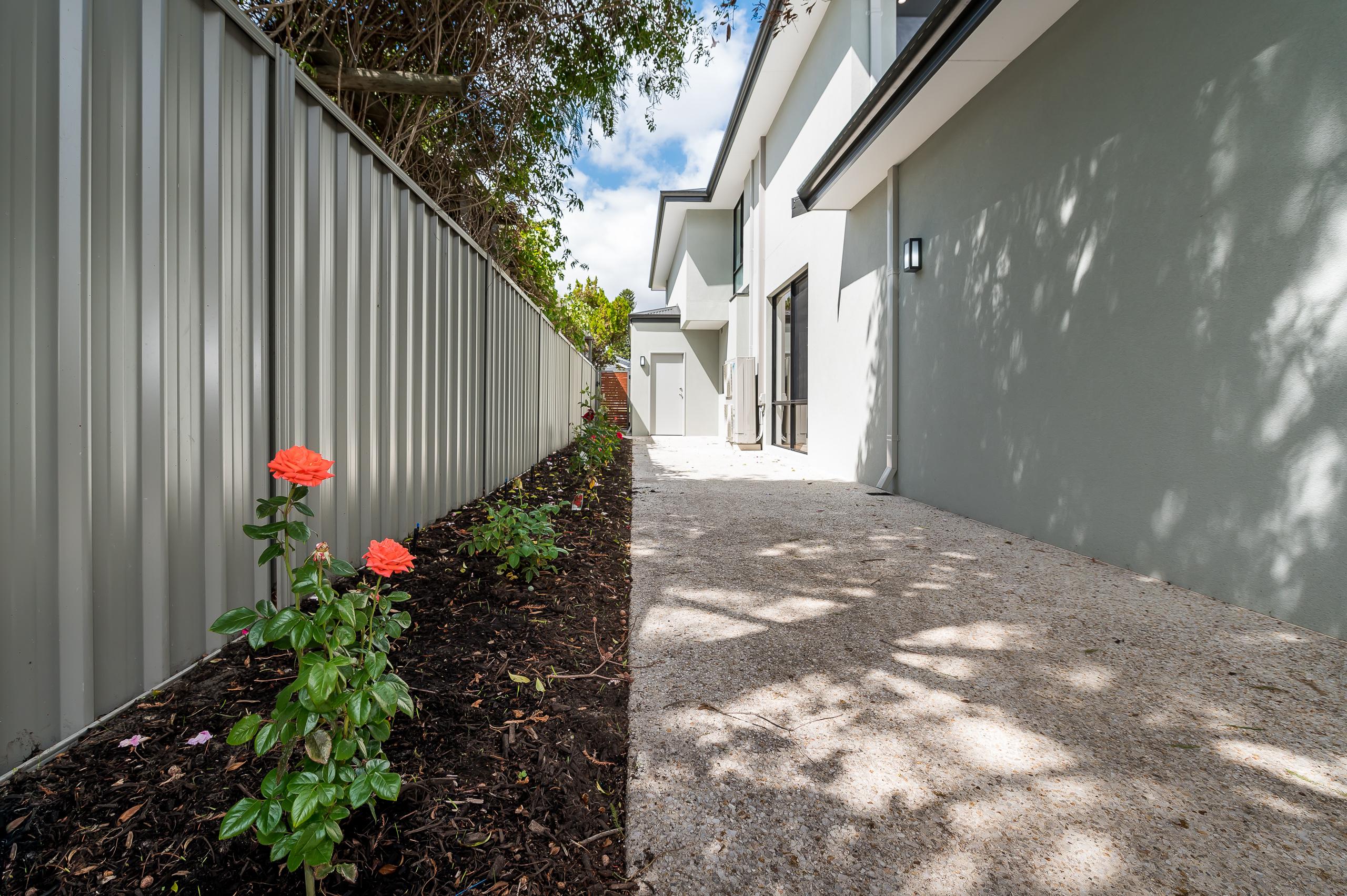 https://propertyphotos.vaultre.com.au/835/18944396__1613698397-18316-54bTuscanStRossmoyne-29.jpg